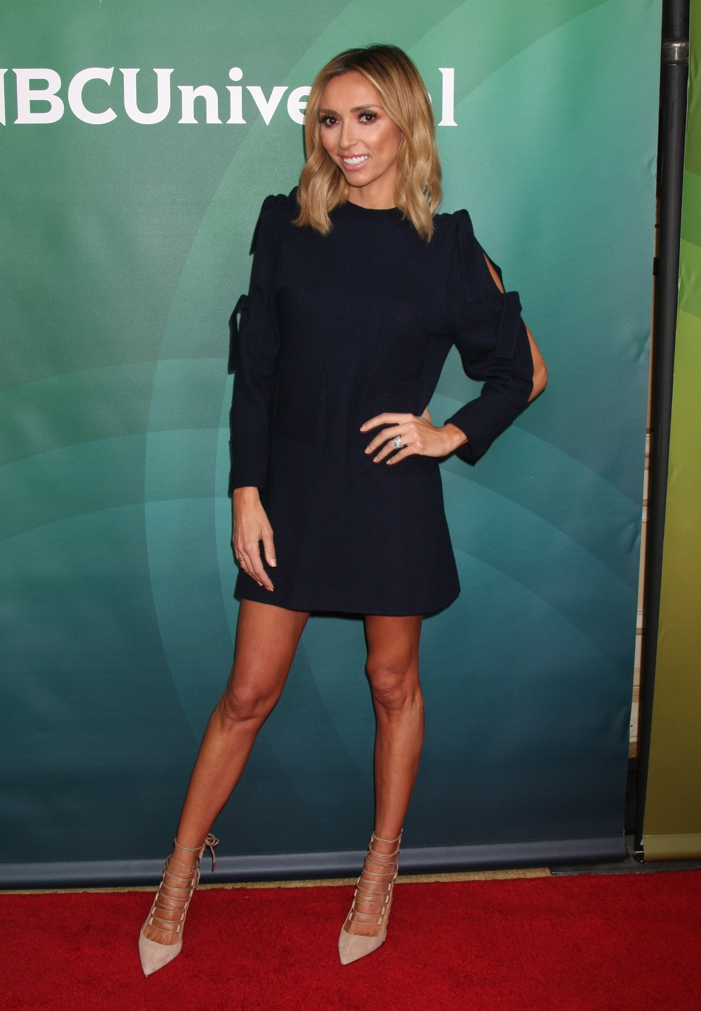 Giuliana Rancic showcases her tight, toned legs