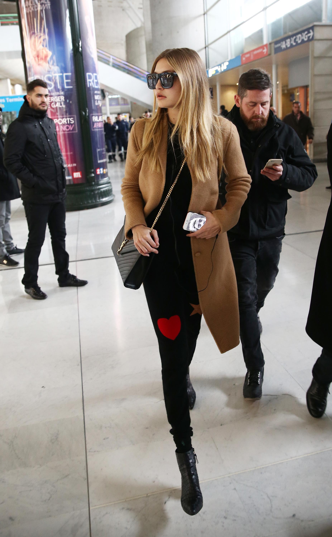 gigi hadid paris airport