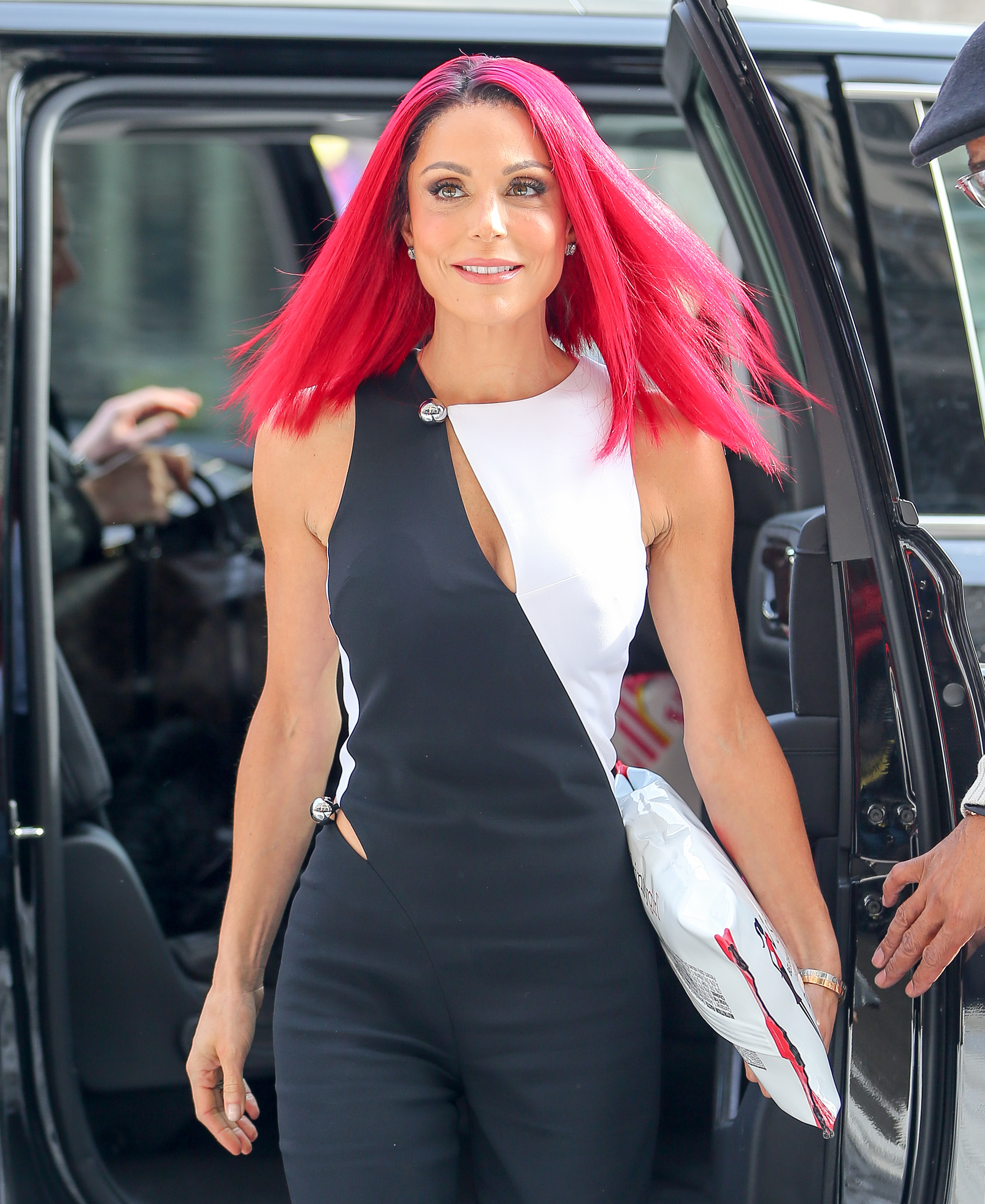 Bethenny Frankel debuts insane red hair