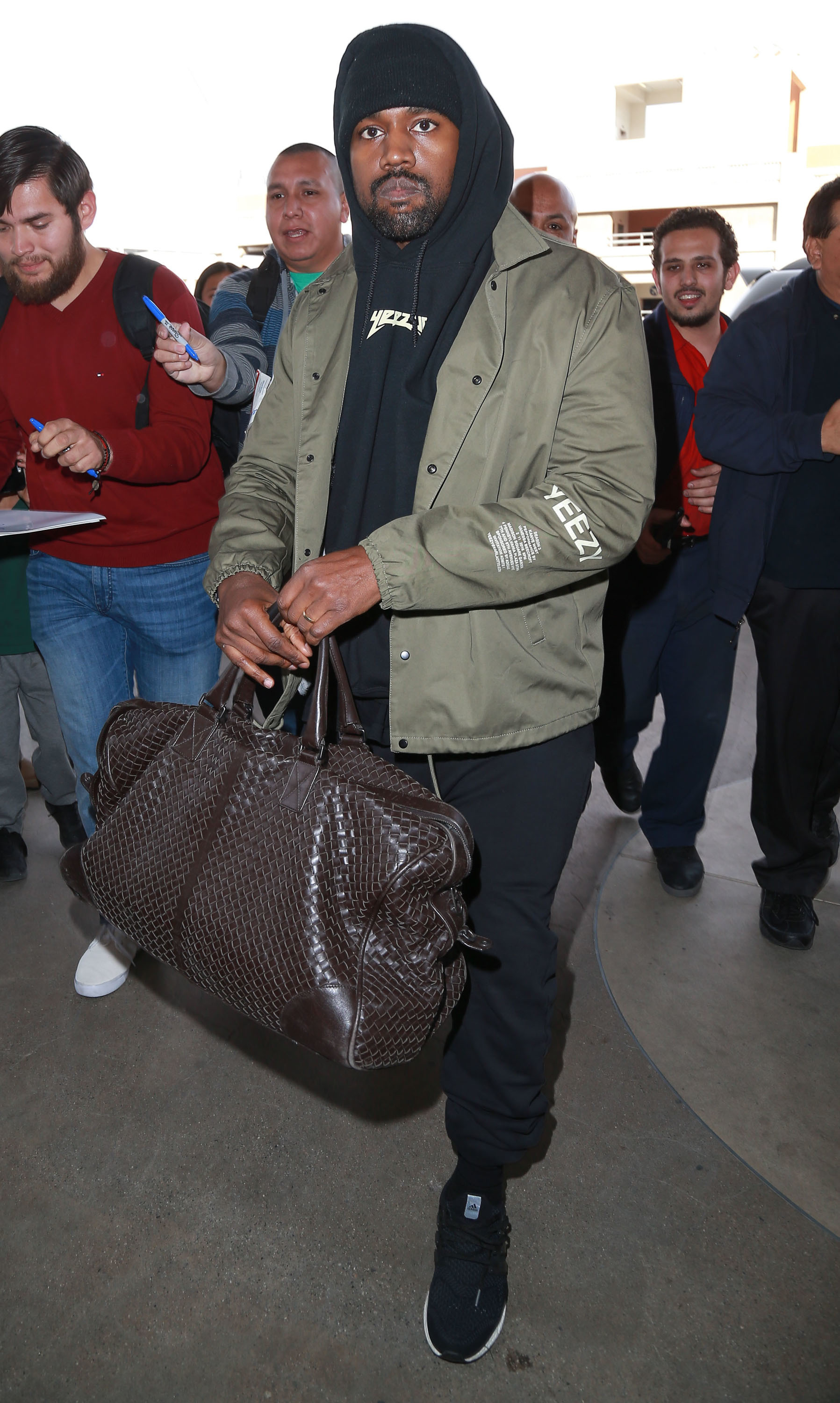 That time Kanye West caught a ride with a pap ...
