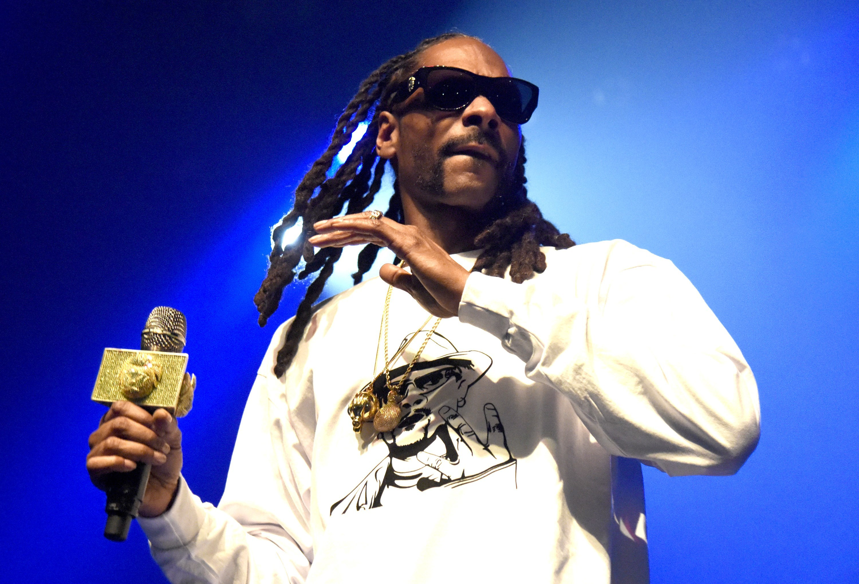 Dozens of fans removed from Snoop Dogg show for alcohol poisoning