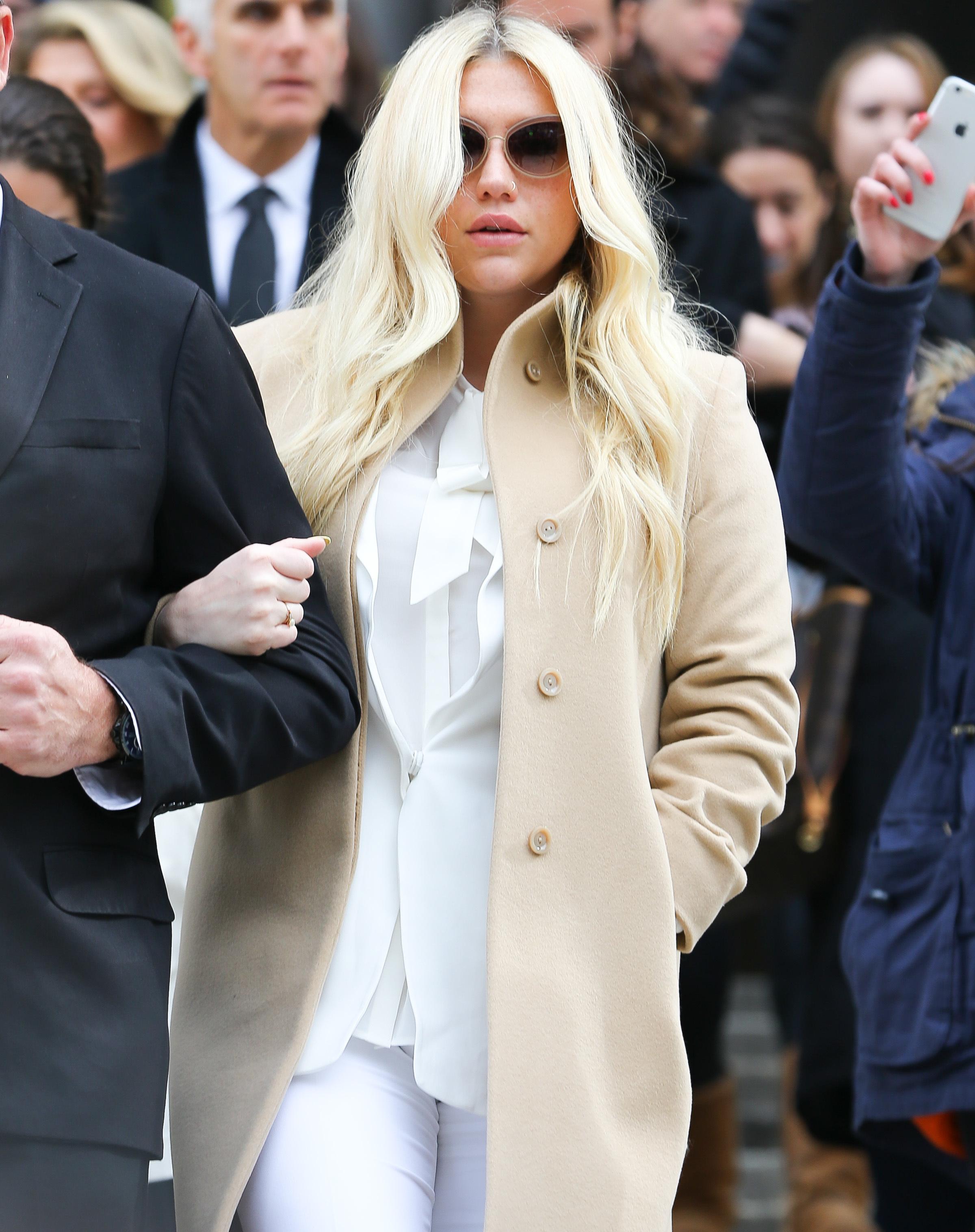 Kesha's mom sounds off on Billboard Awards