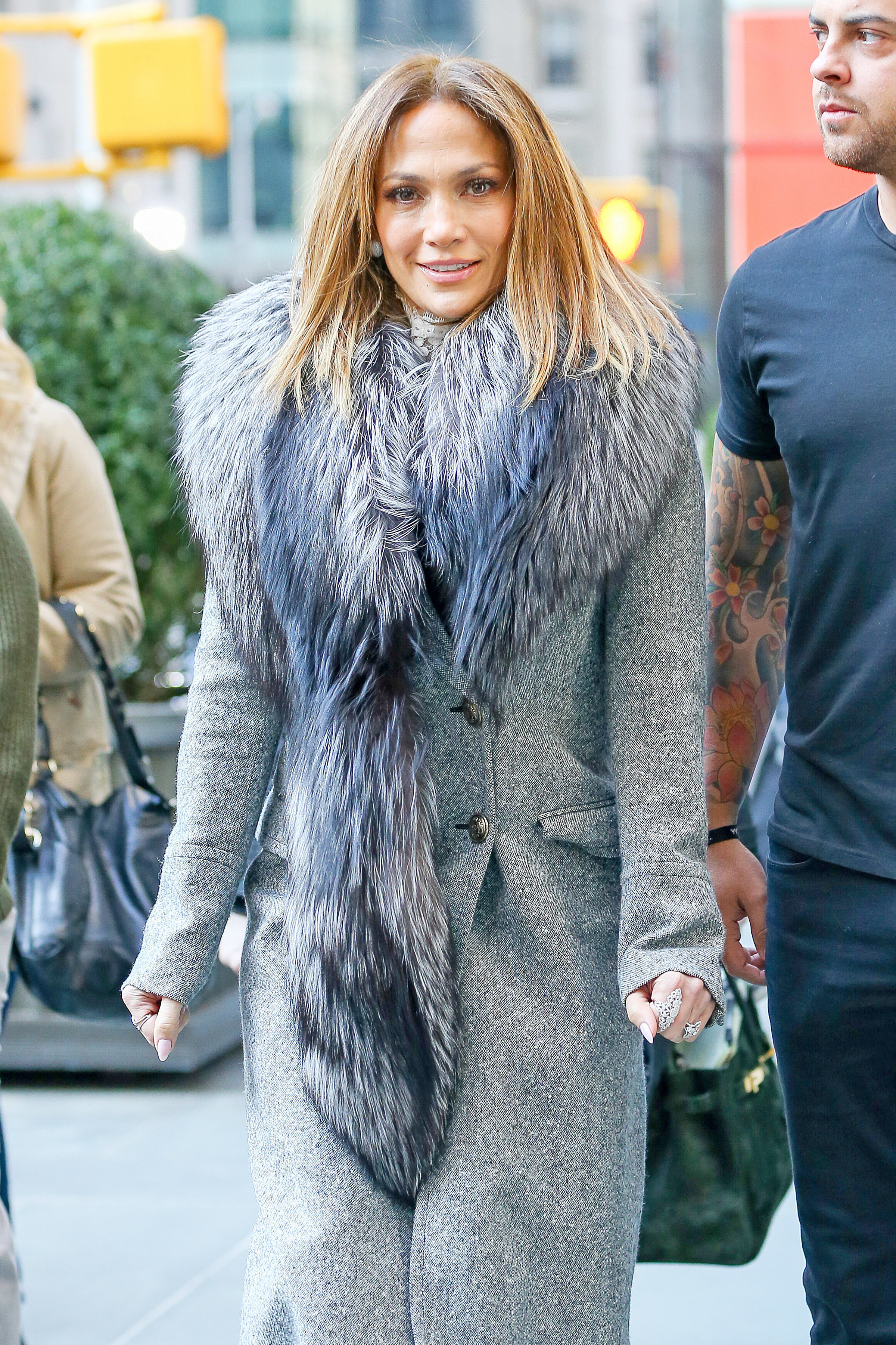 J.Lo goes house hunting