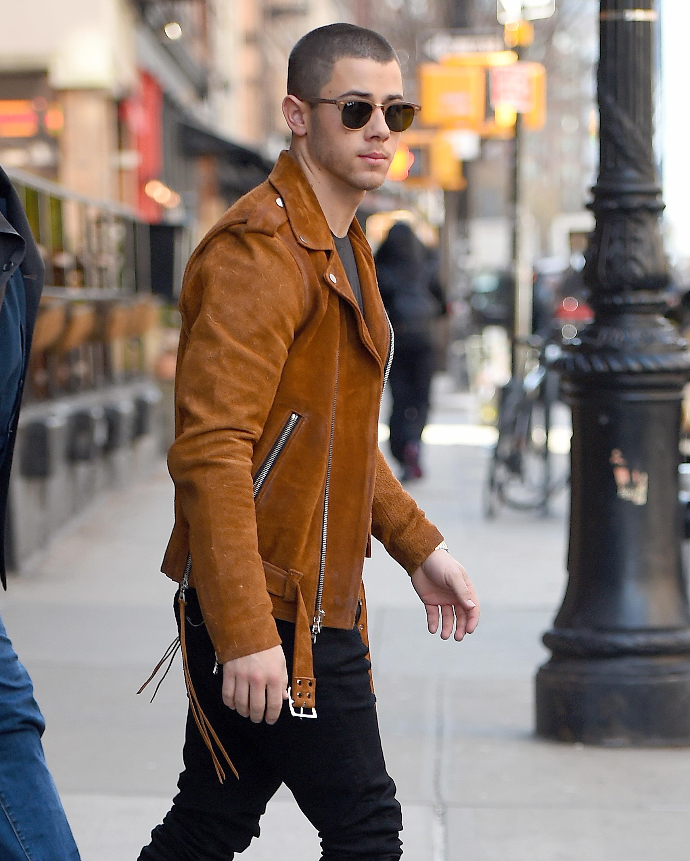 Nick Jonas tells Ellen he's single