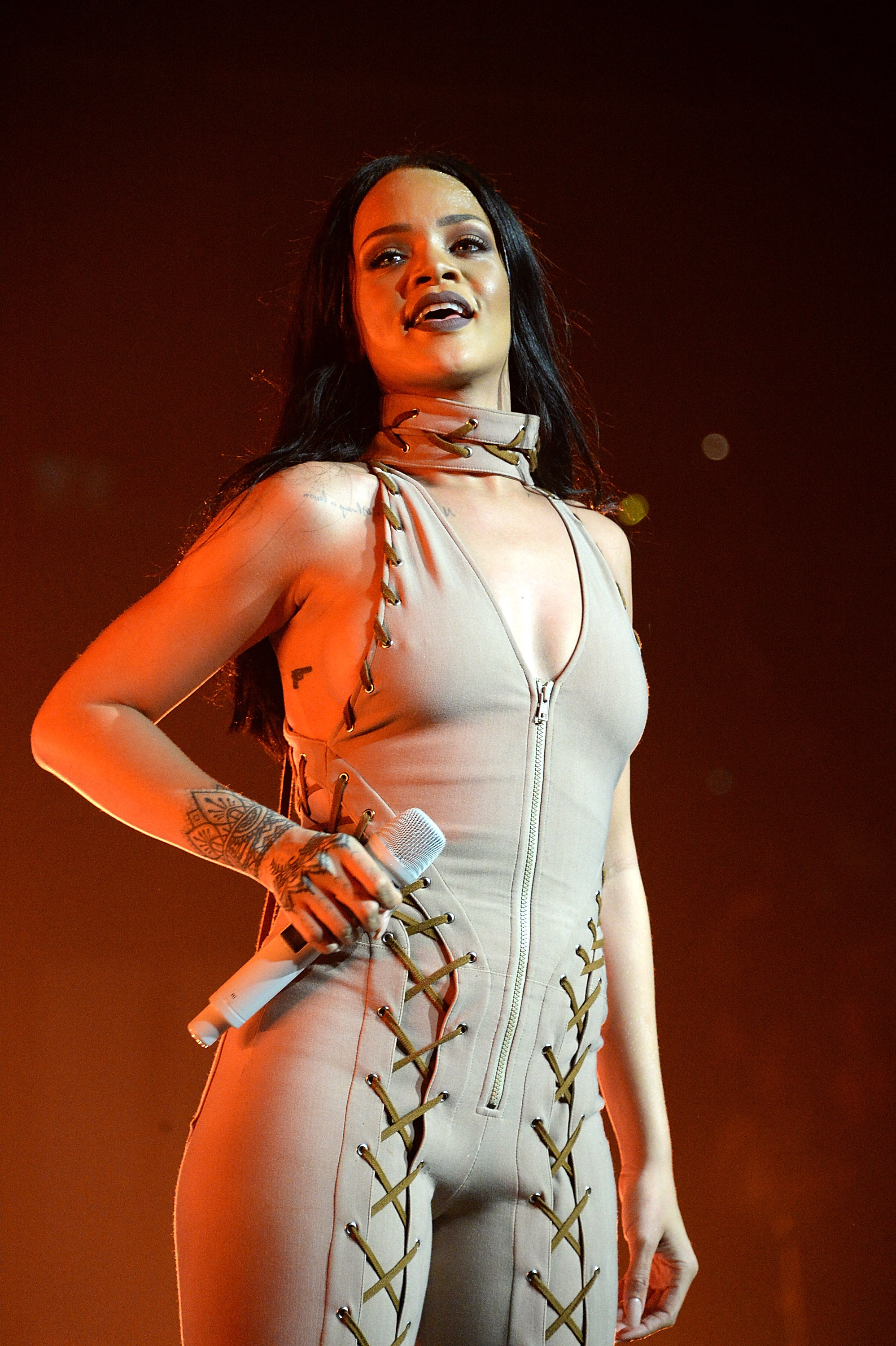 Rihanna's response to a fan who threw a bra onstage is golden