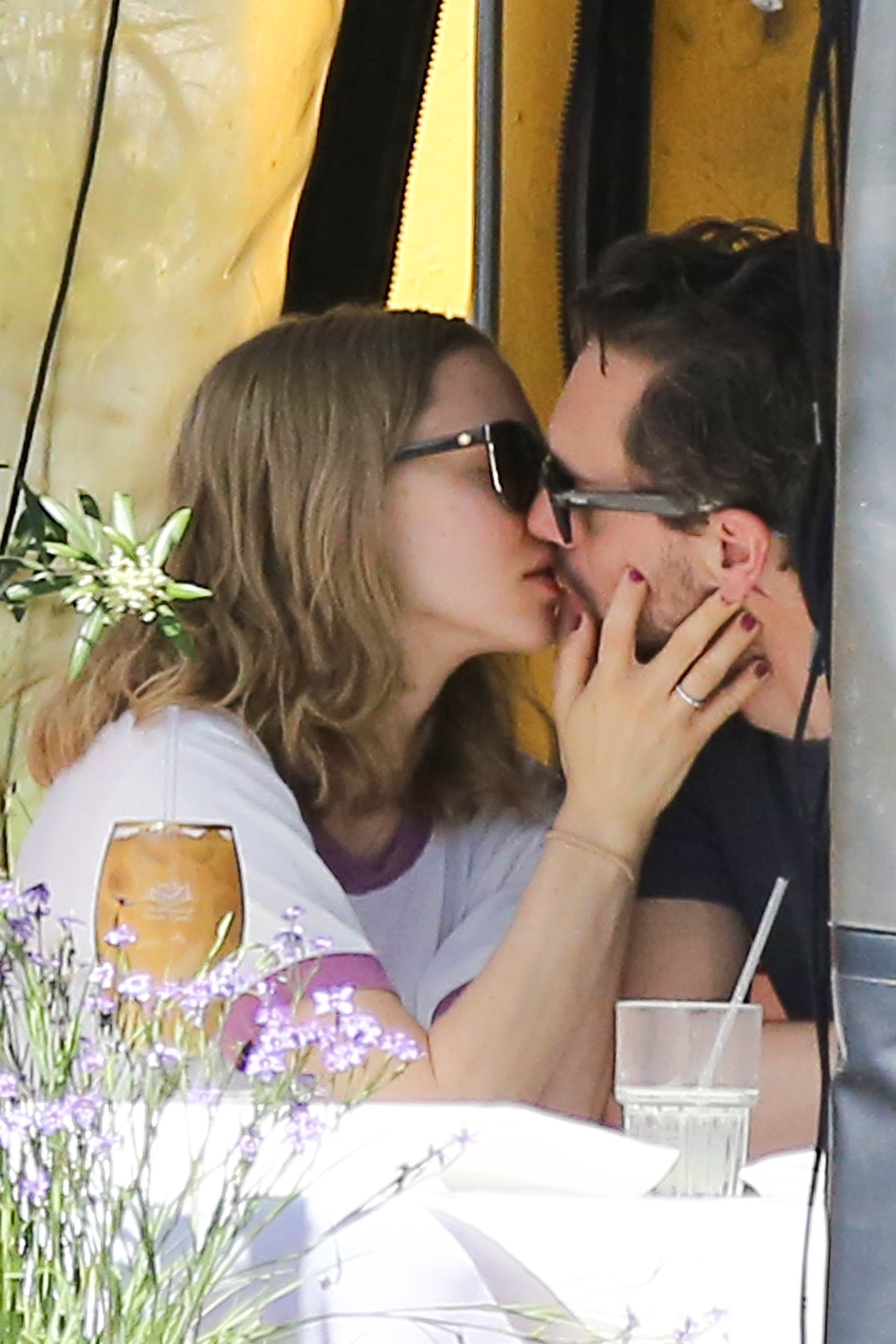 amanda seyfried and thomas sadoski pda