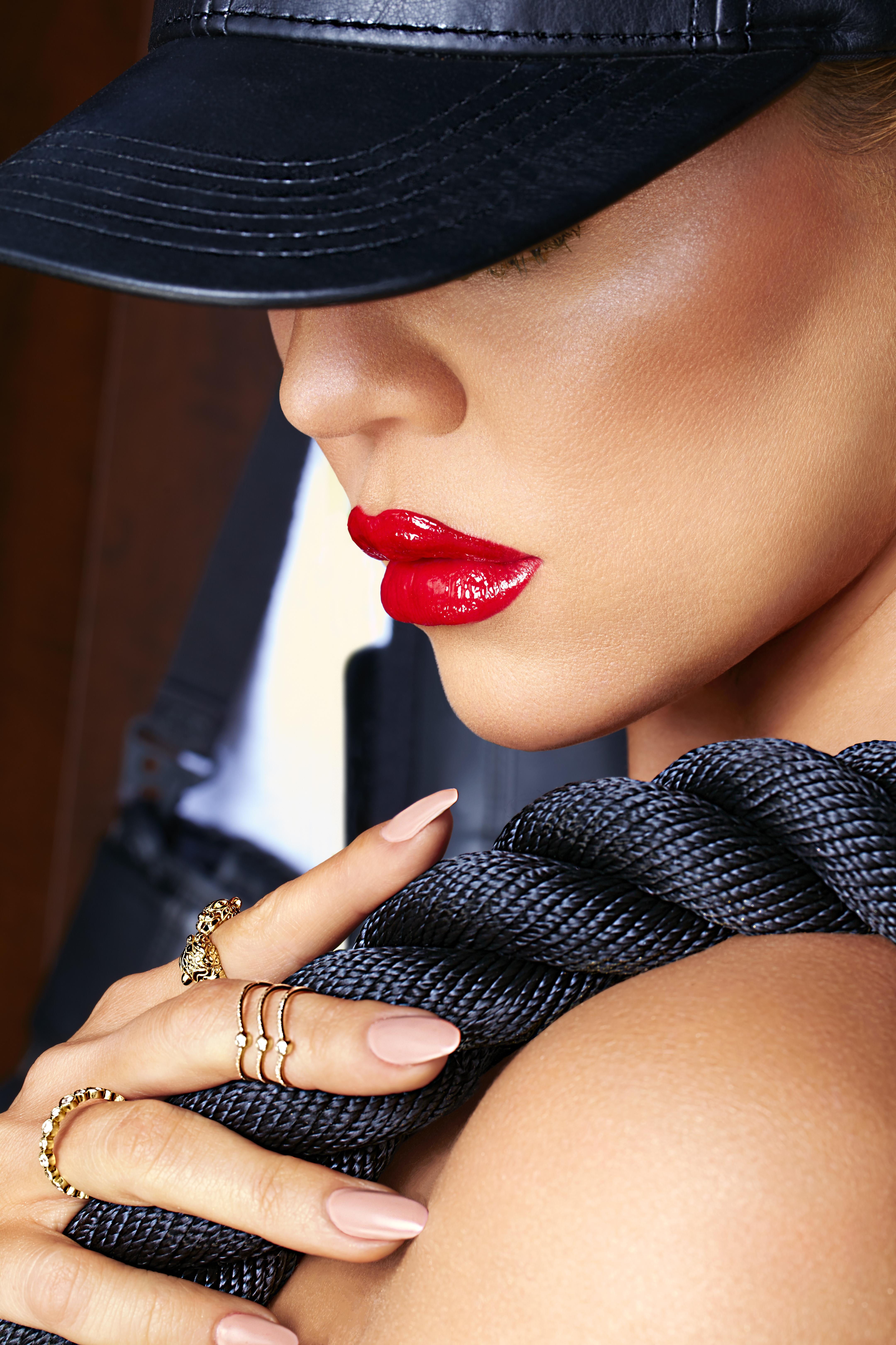Khloe Kardashian on lipstick at the gym: