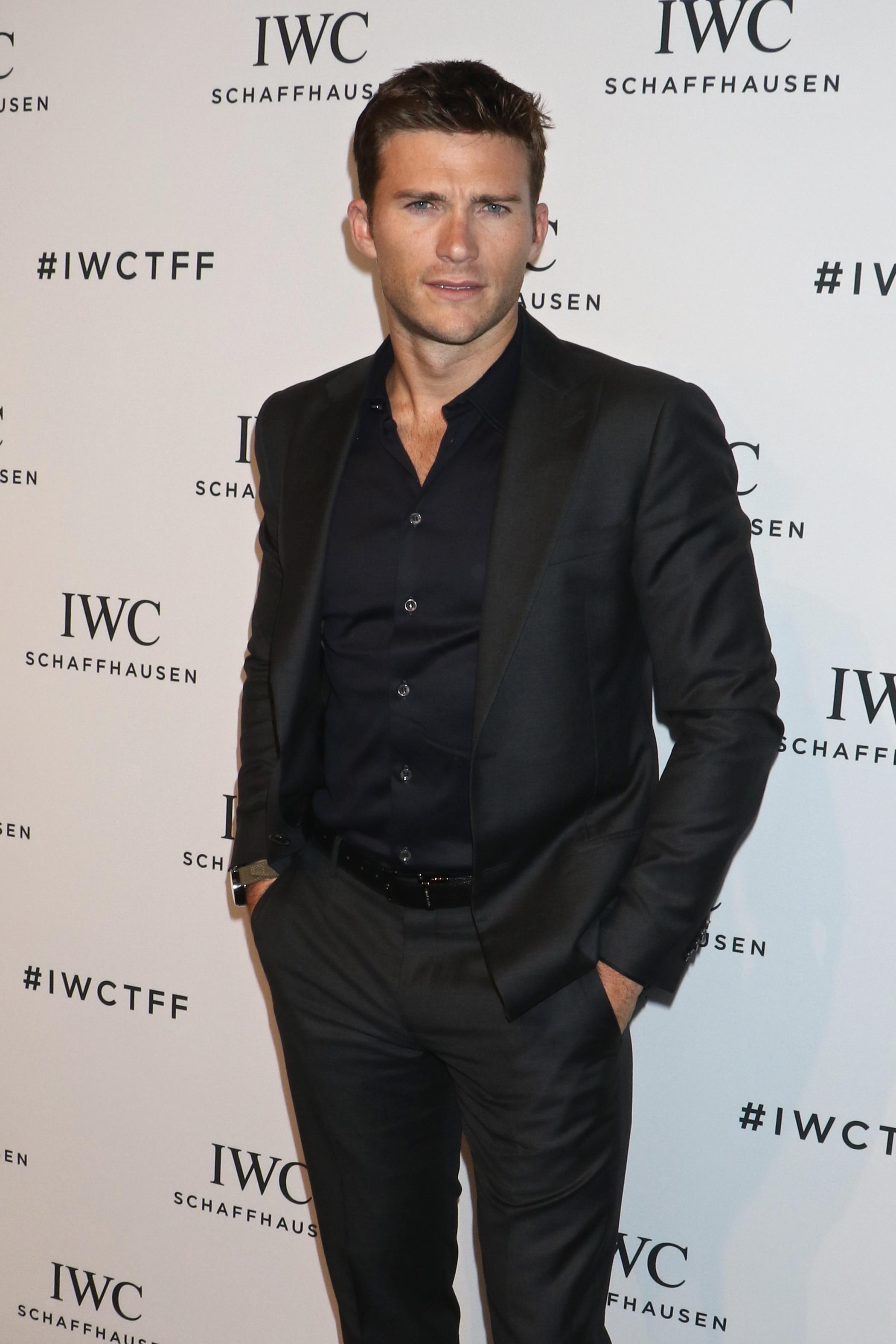 Scott Eastwood talks undies, dating on 'Ellen'
