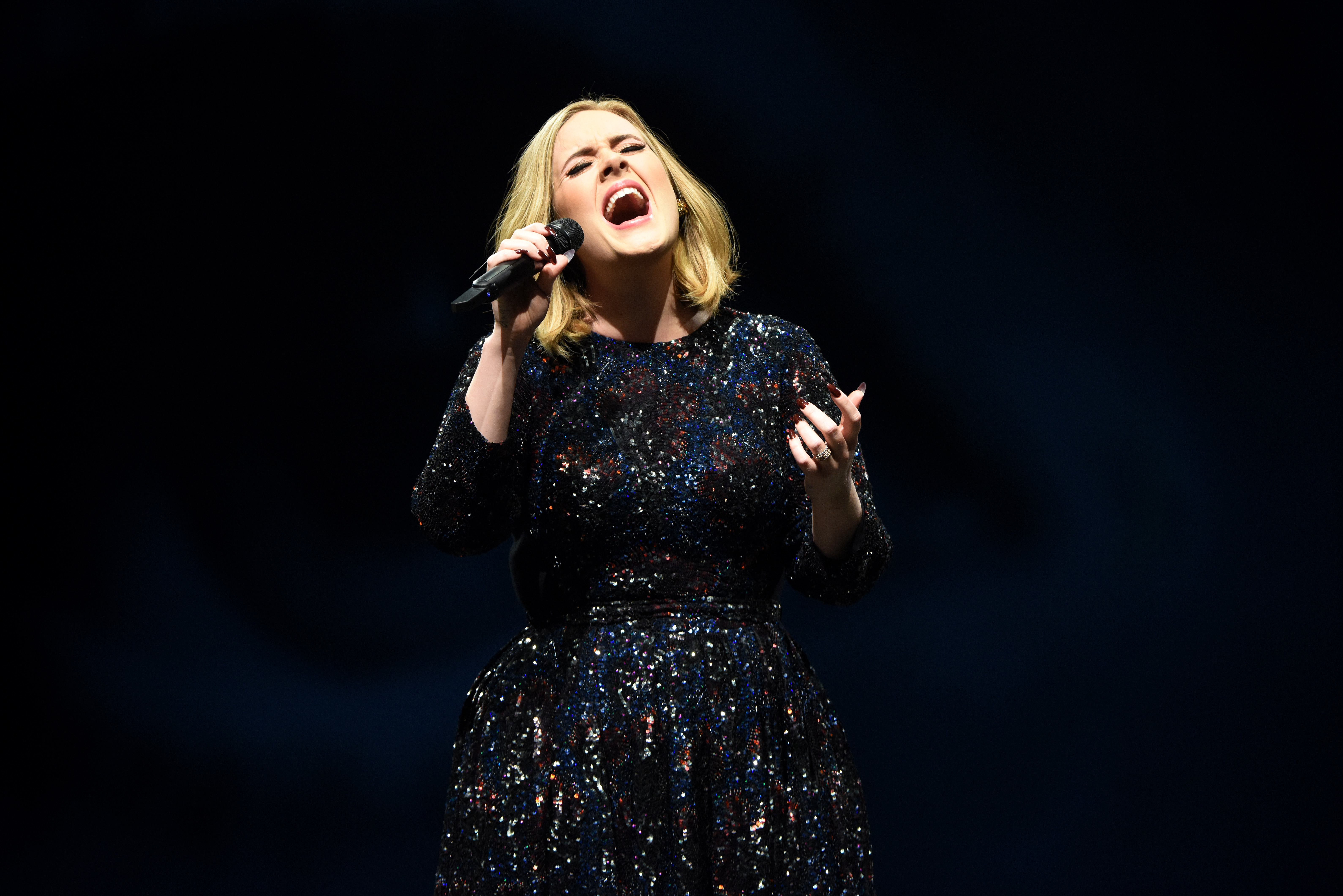 In which Adele curses more than 30 times in 90 minutes ...