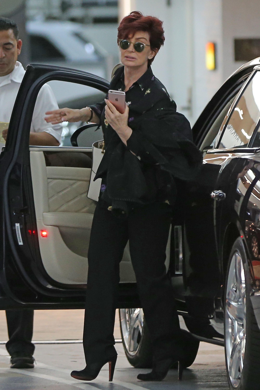 Sharon Osbourne ditches her wedding ring