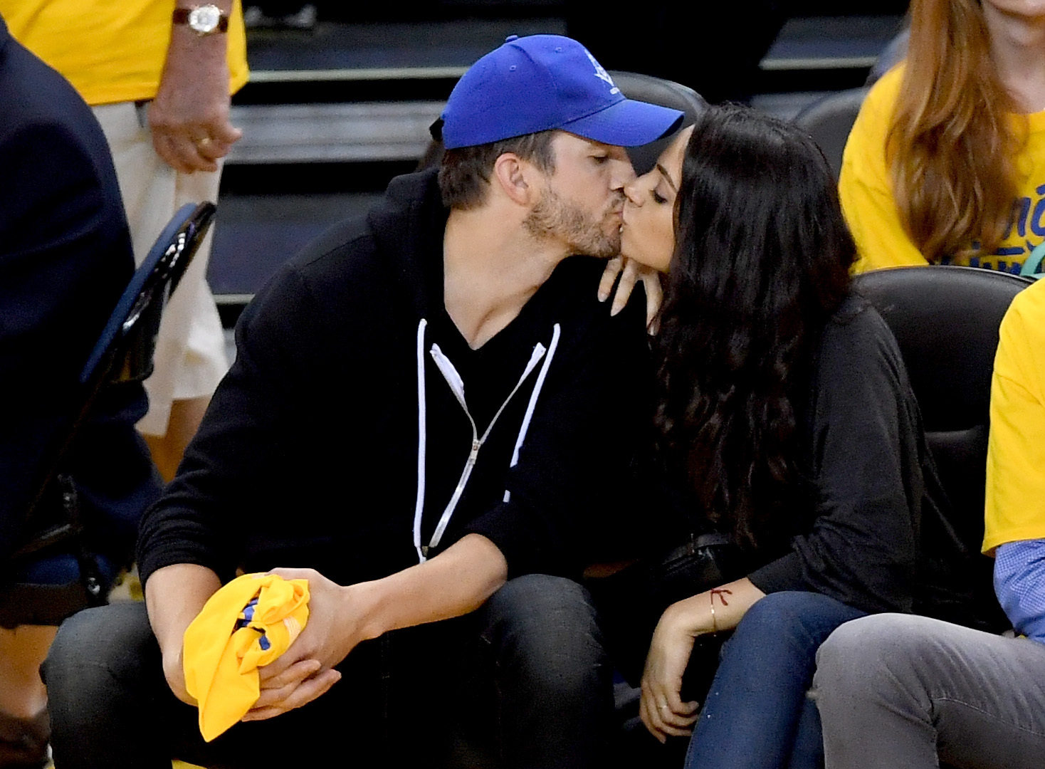 Ashton Kutcher, Mila Kunis hit Seattle for a comedy date
