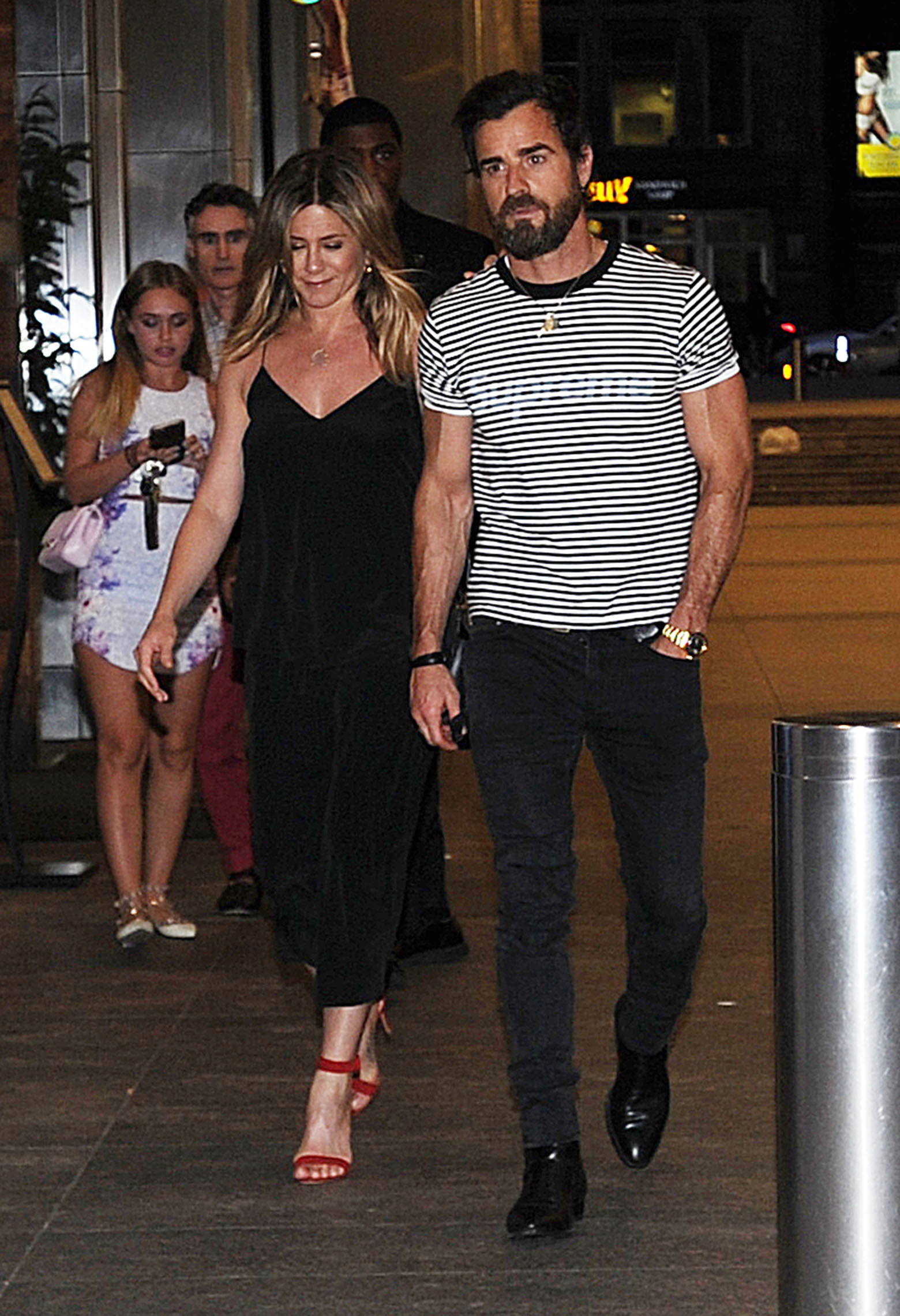 Jennifer Aniston, Justin Theroux dine with Howard Stern and his wife