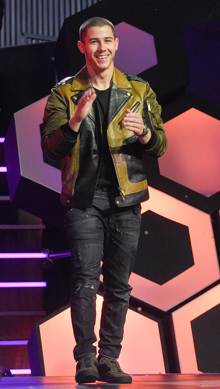Nick Jonas dedicates award to Orlando victims