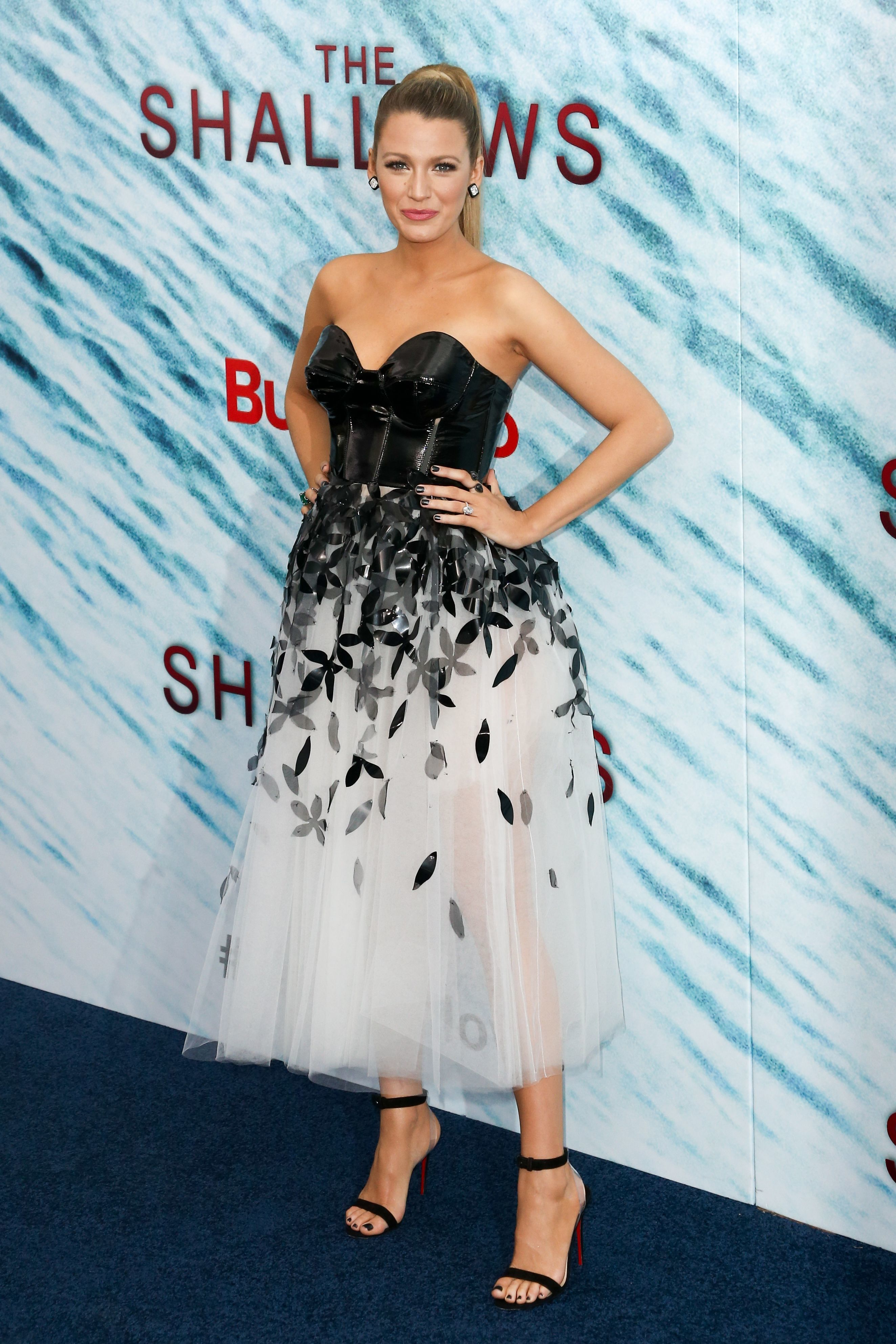 blake lively_pregnant_the shallows premiere