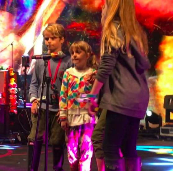 Gwyneth Paltrow and Chris Martin's kids sing onstage at Glastonbury