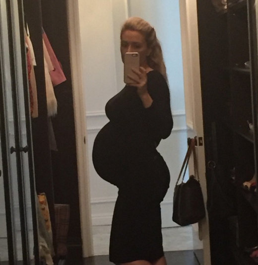 Holly Madison is really pregnant, you guys