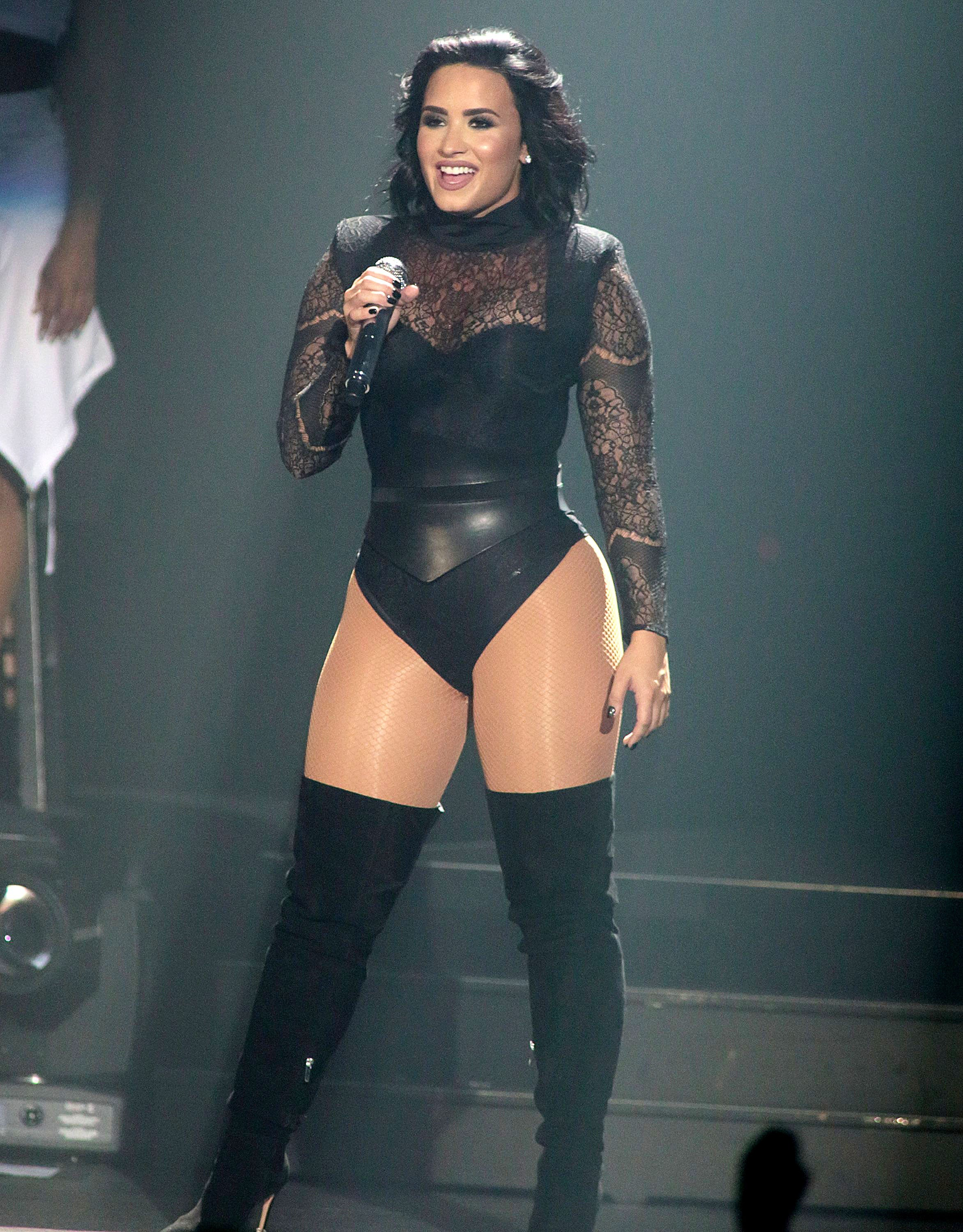demi lovato performing
