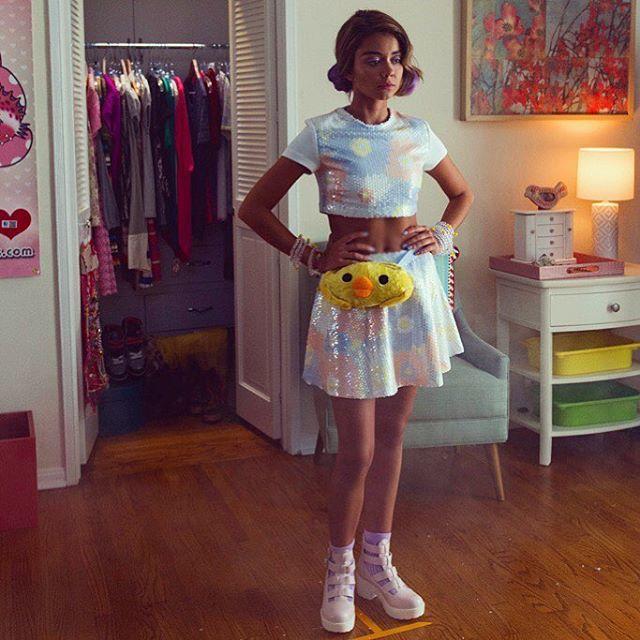 """Sarah Hyland on filming """"XOXO"""" at real raves:"""