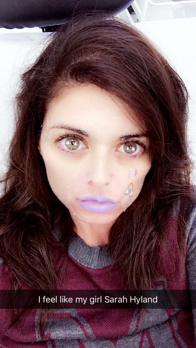 """Sarah Hyland on how Snapchat copied her """"XOXO"""" look:"""