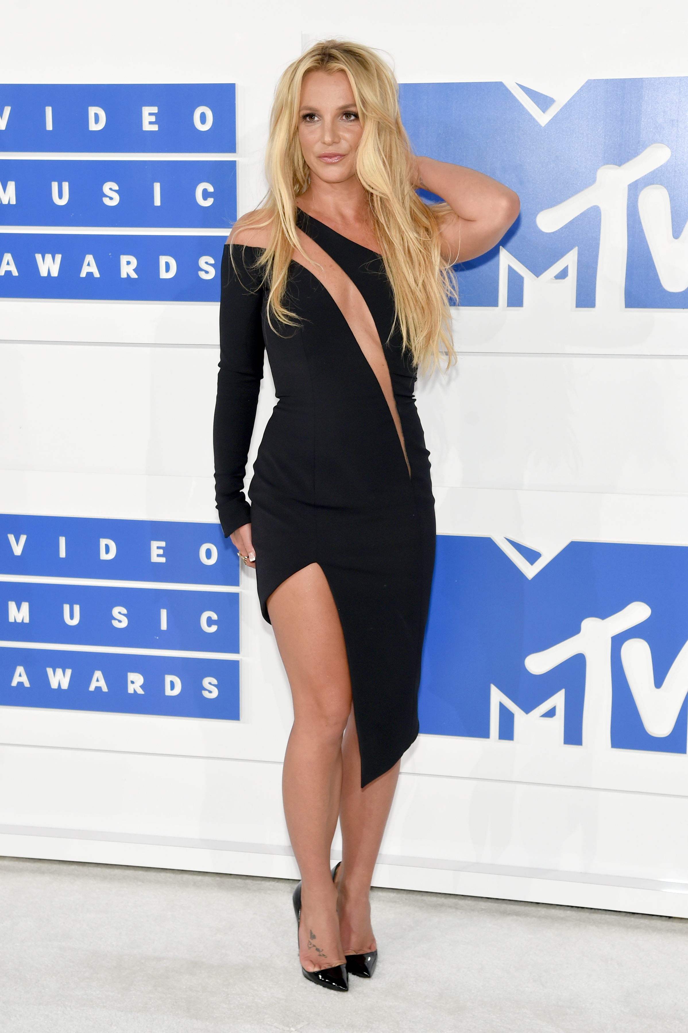 Britney Spears reportedly upset over her 2016 VMAs performance
