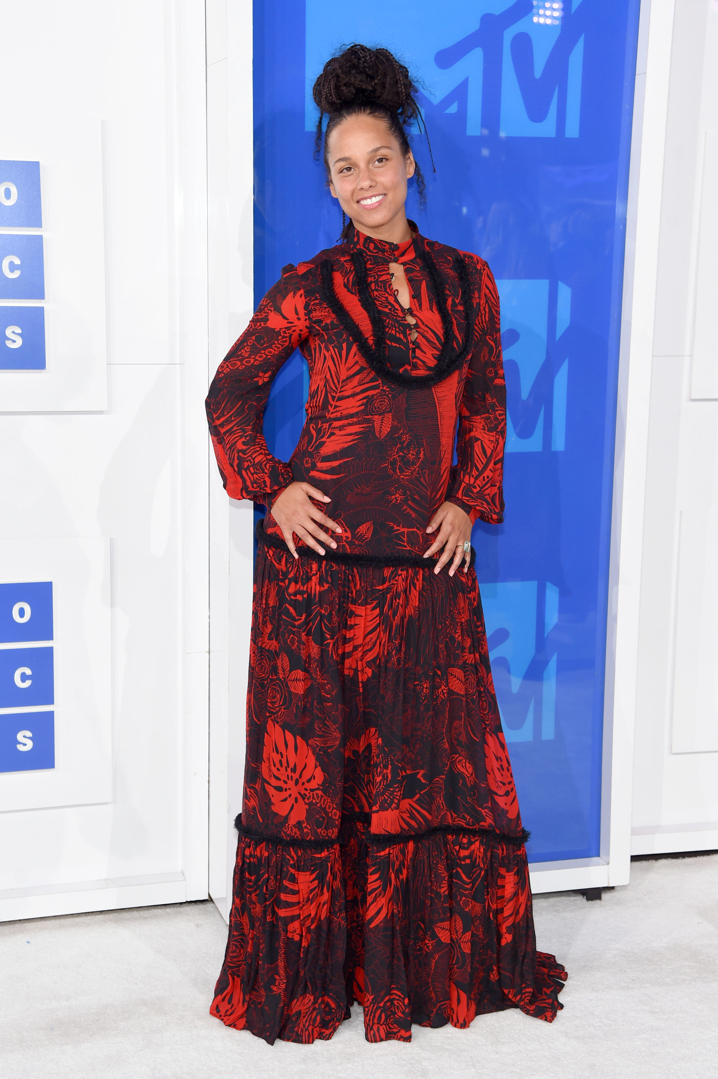 Alicia Keys tweets about her makeup free VMA appearance