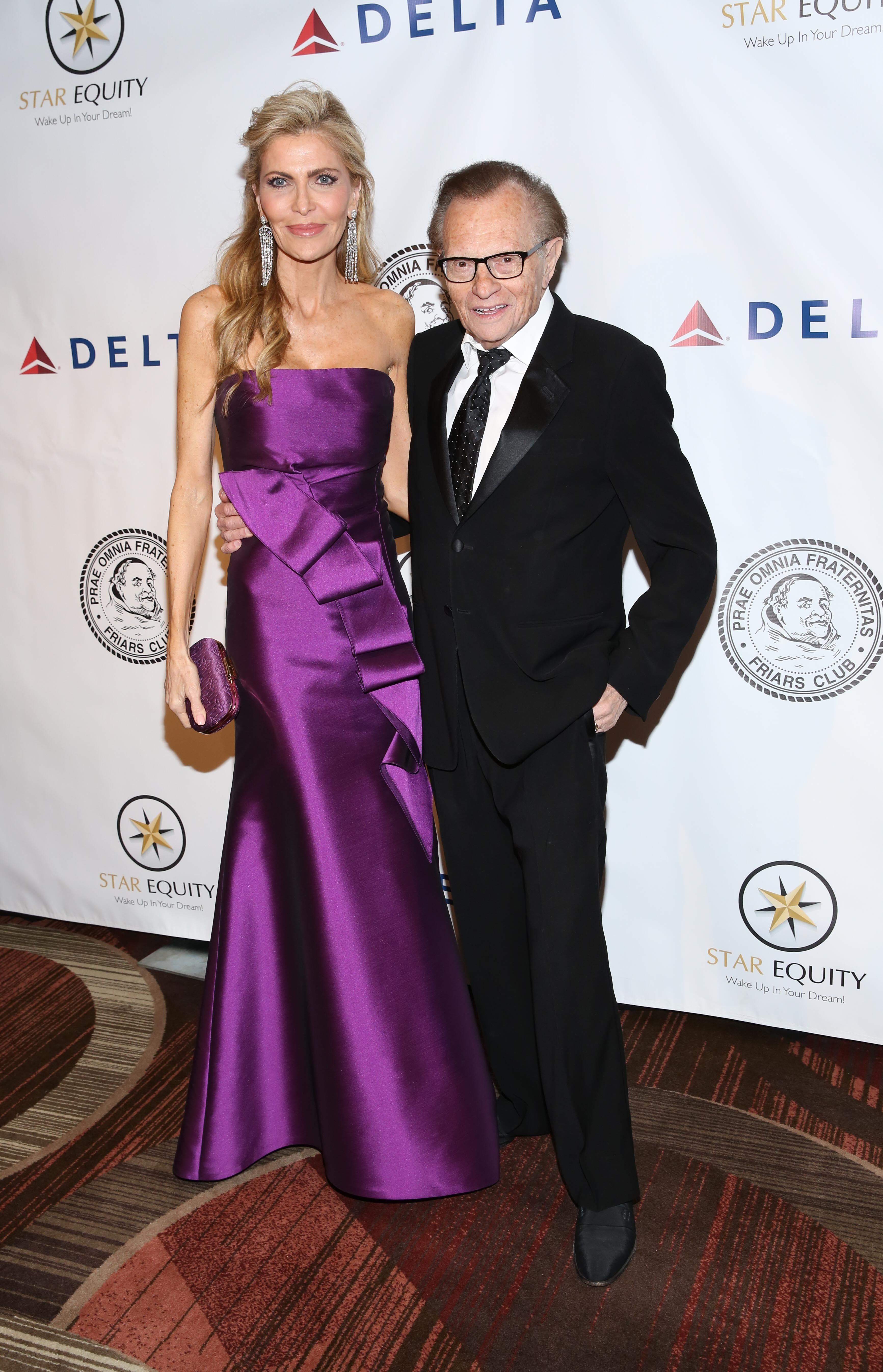 Did Larry King's wife send fake tweets to hide marriage problems?