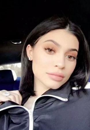 Kylie Jenner shows off sleek, new bob