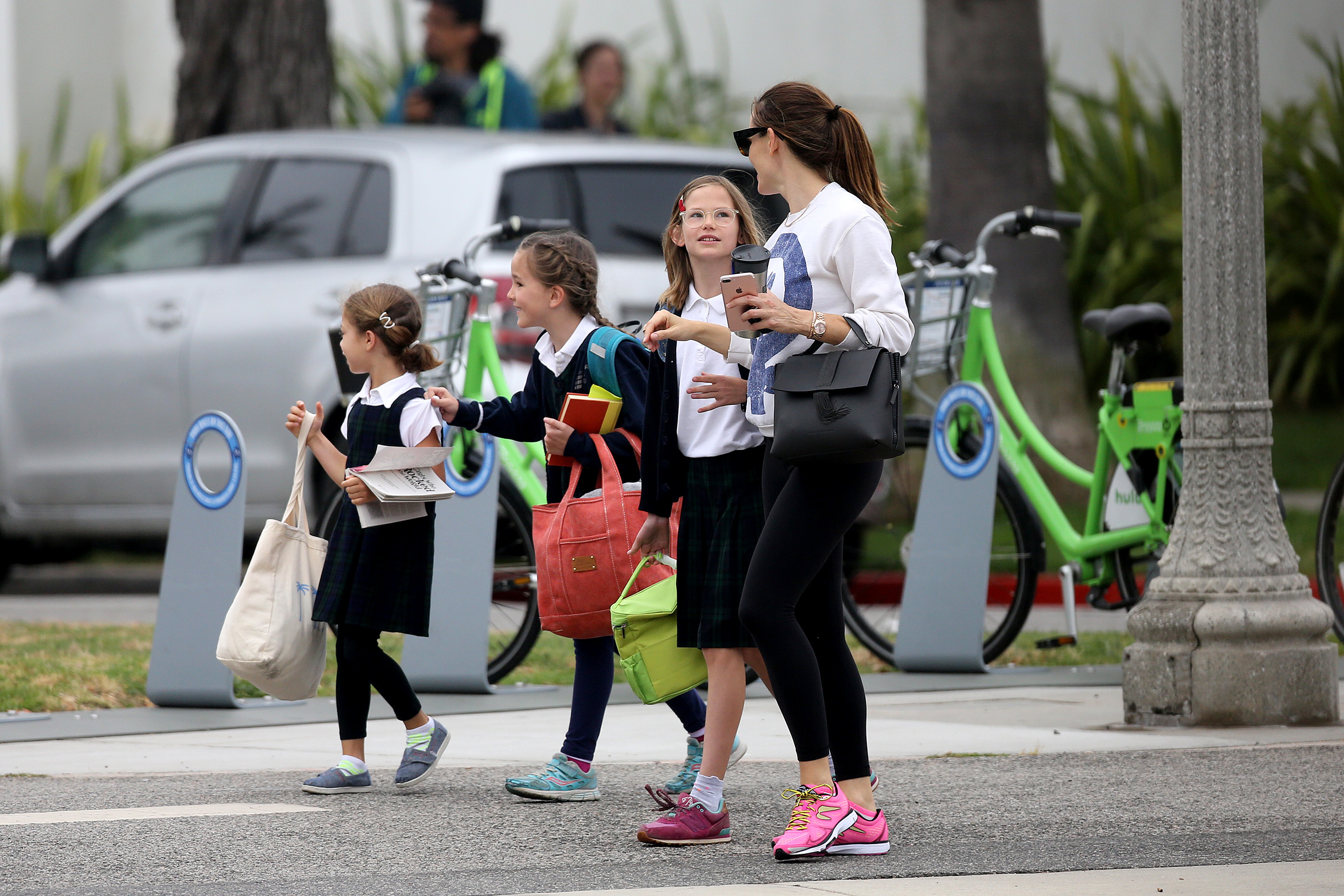 Jennifer Garner got a tender look from her daughters Violet and Seraphina while walking them to school on June 2, 2017.