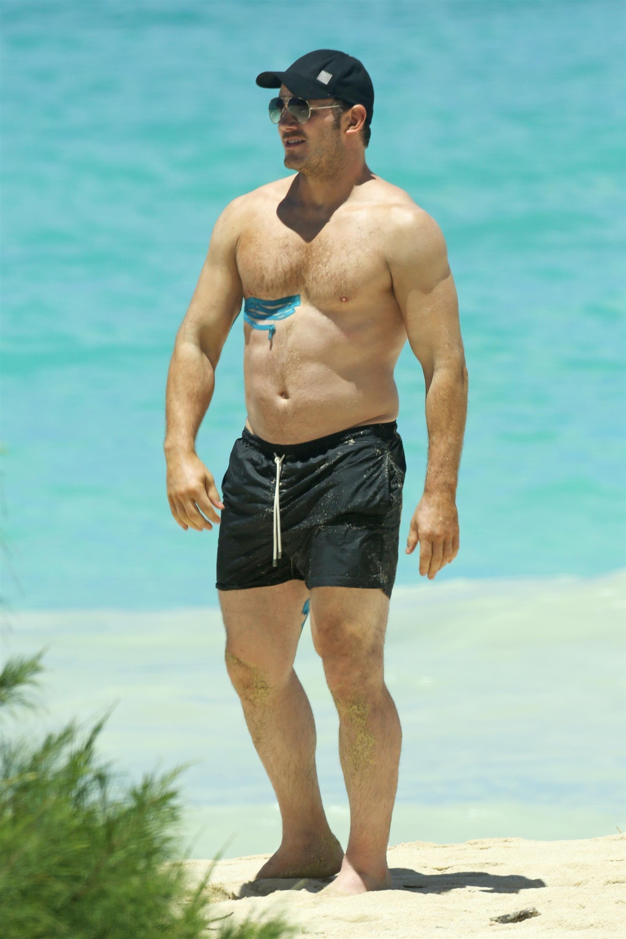 Chris Pratt shows off his summer ready beach bod as he plays on the beach in Honolulu on June 25, 2017.