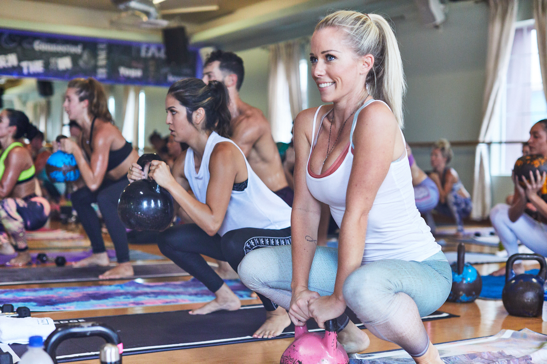 Kendra Wilkinson attends a TruFusion boot camp class with Niyama Sol leggings in Las Vegas on July 25, 2017.