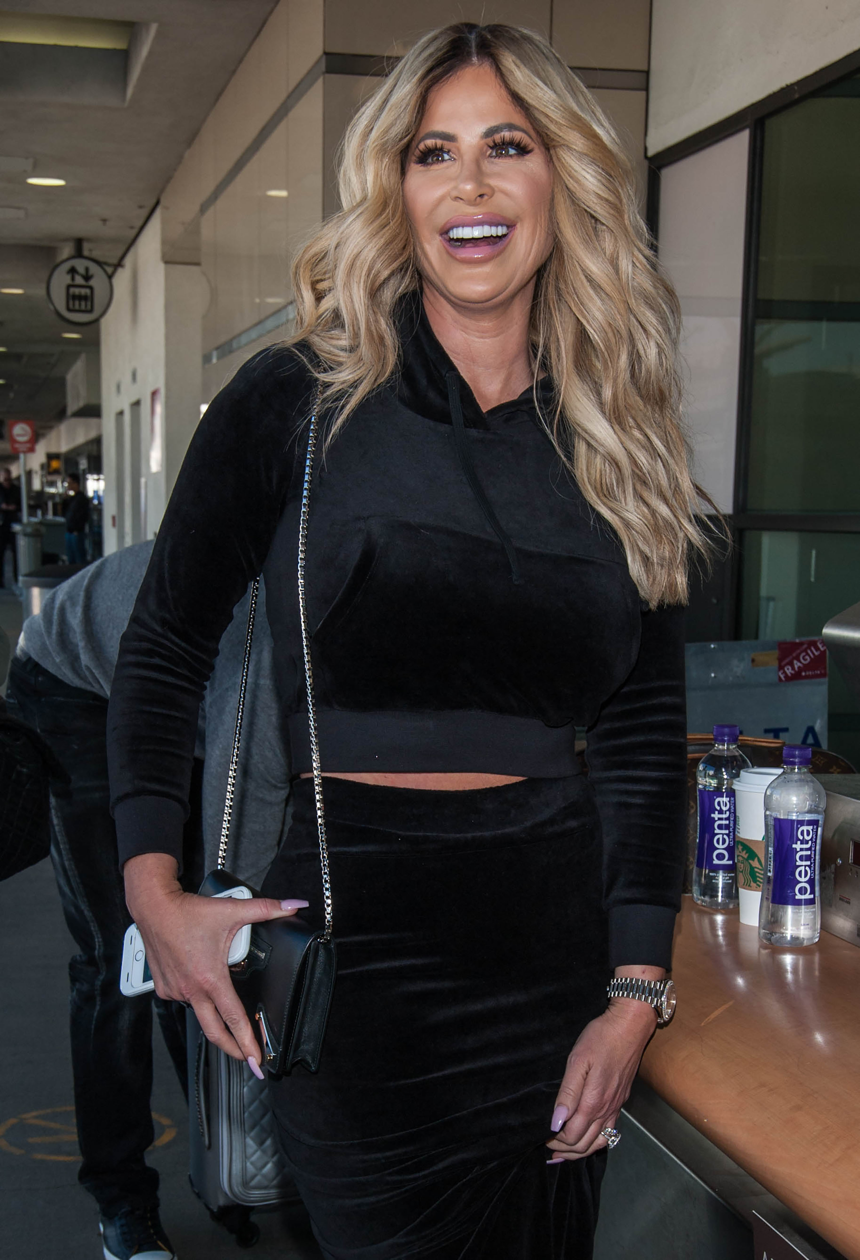 Kim Zolciak leaves LAX airport in Los Angeles on March 1, 2017.