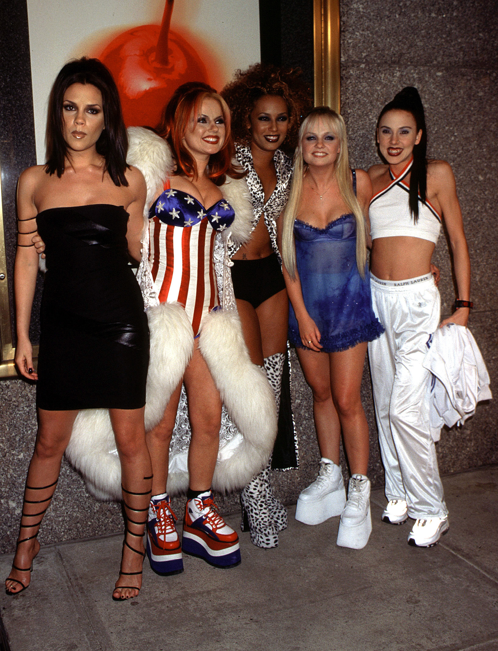 d2f5c1b8377 1997 MTV Video Music Awards fashion flashback