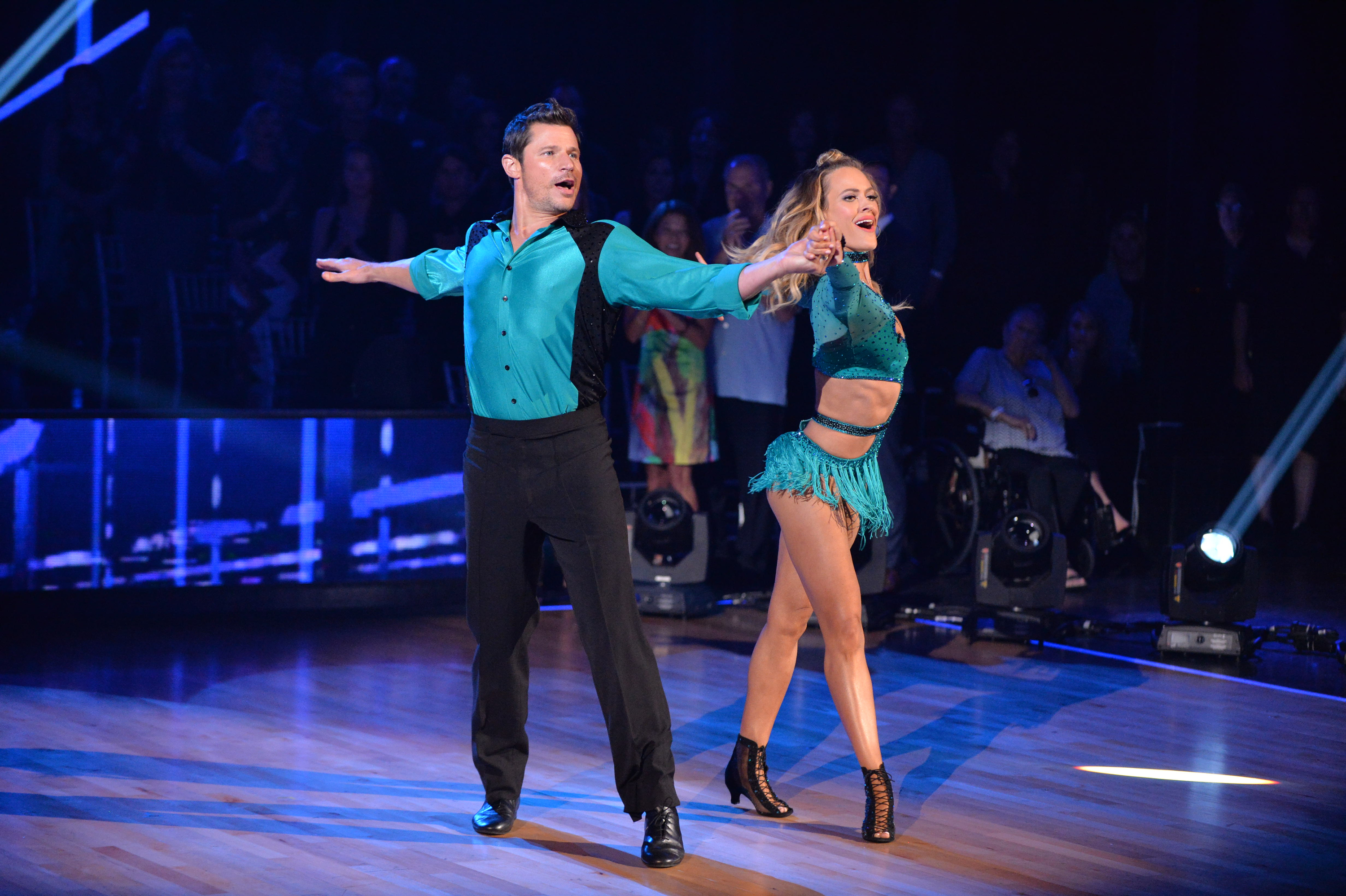 """Nick Lachey and Peta Murgatroyd dance on the season 25 premiere of """"Dancing With The Stars"""" in Los Angeles on Sept. 18, 2017."""