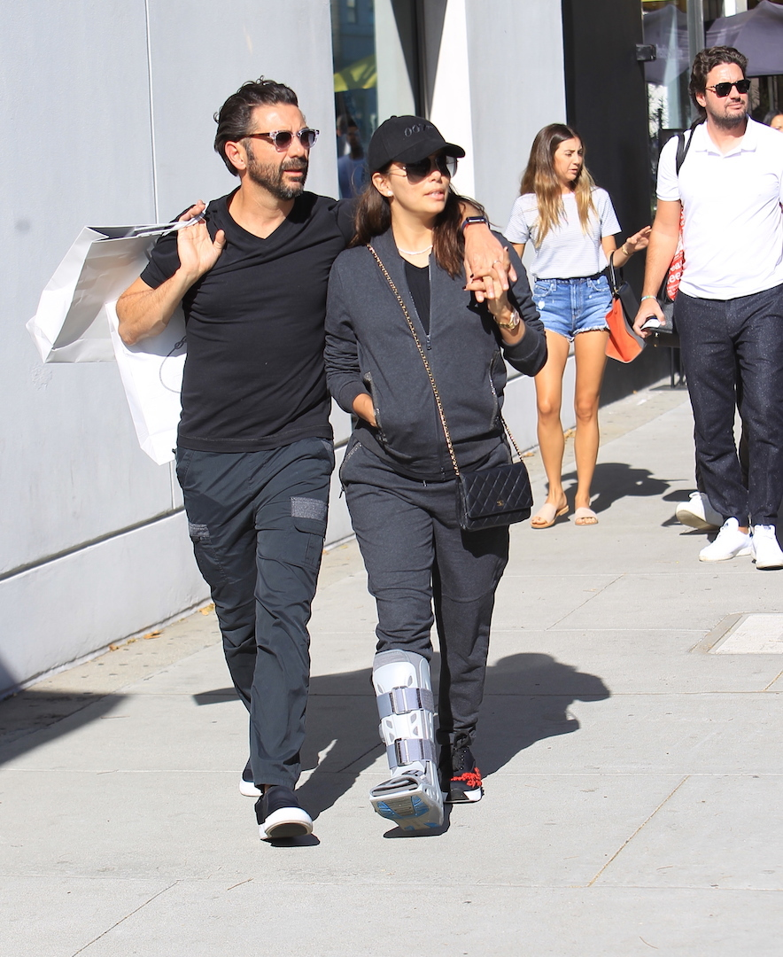 Eva Longoria breaks her foot o vacation