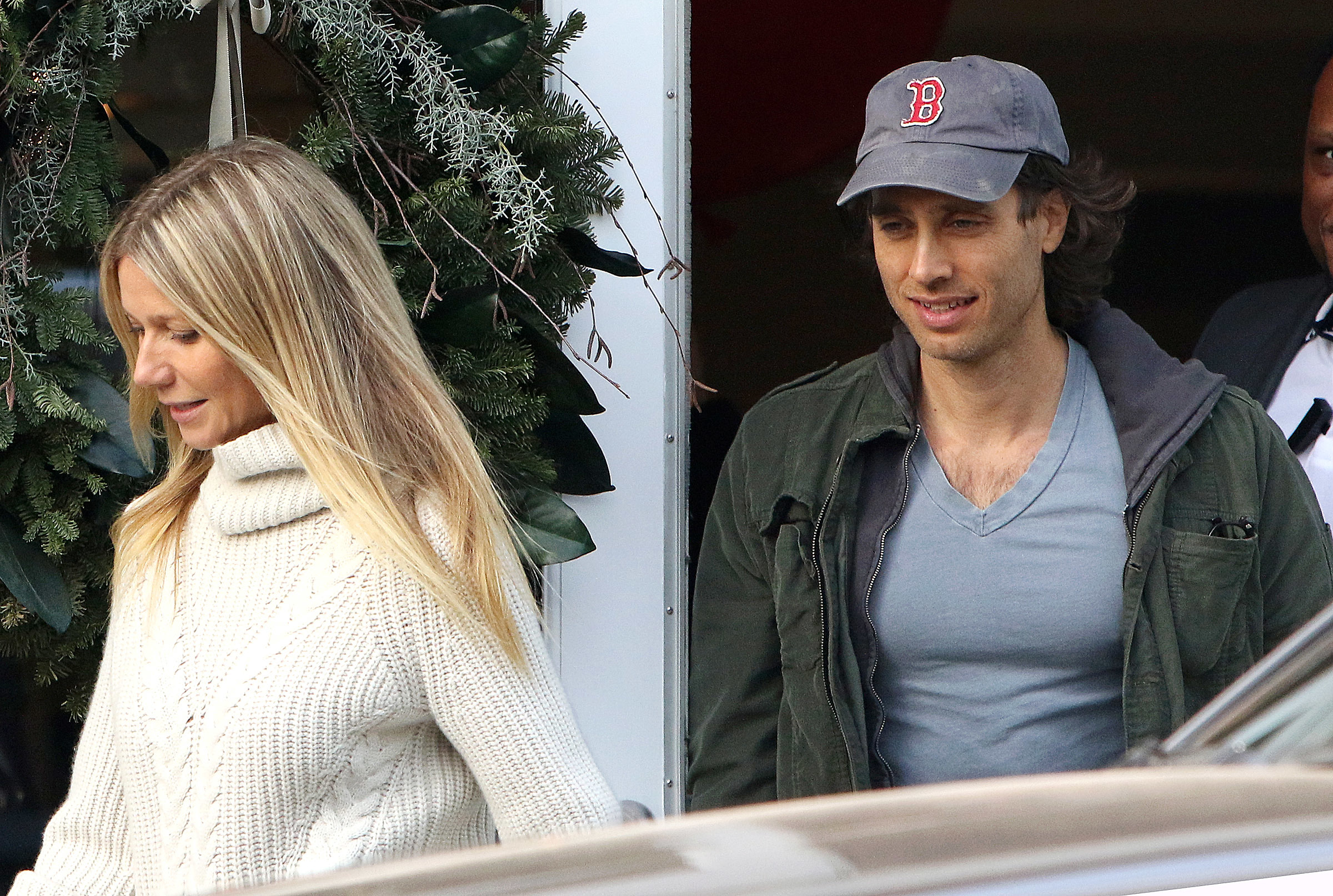 Gwyneth Paltrow and Brad Falchuk shop at the Brentwood Country Mart in Los Angeles on Dec. 11, 2016.