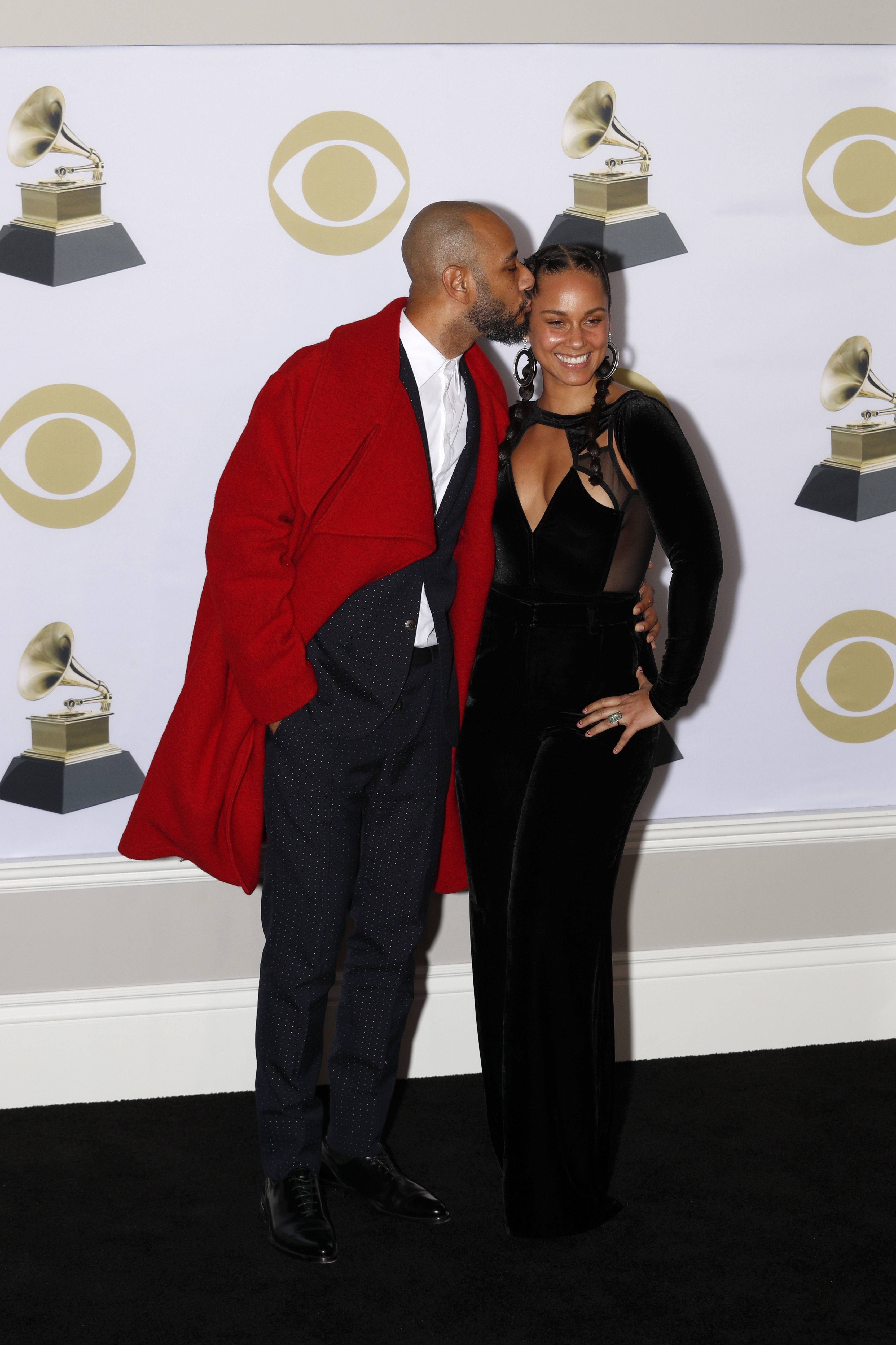Swizz Beatz and his beautiful wife Alicia Keys shared some PDA in the press room at the 60th Annual Grammy Awards in New York City on Jan. 28, 2018.