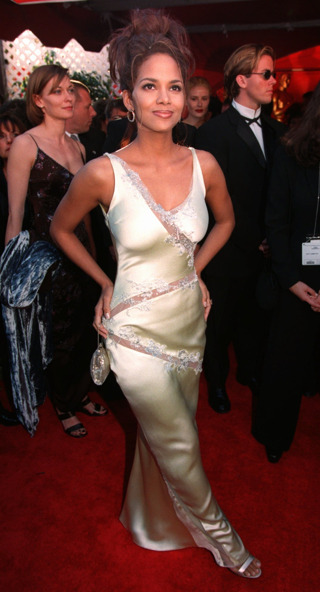 Actress Halle Berry arrives at the 70th Annual Academy Awards in Los Angeles on March 23, 1998.