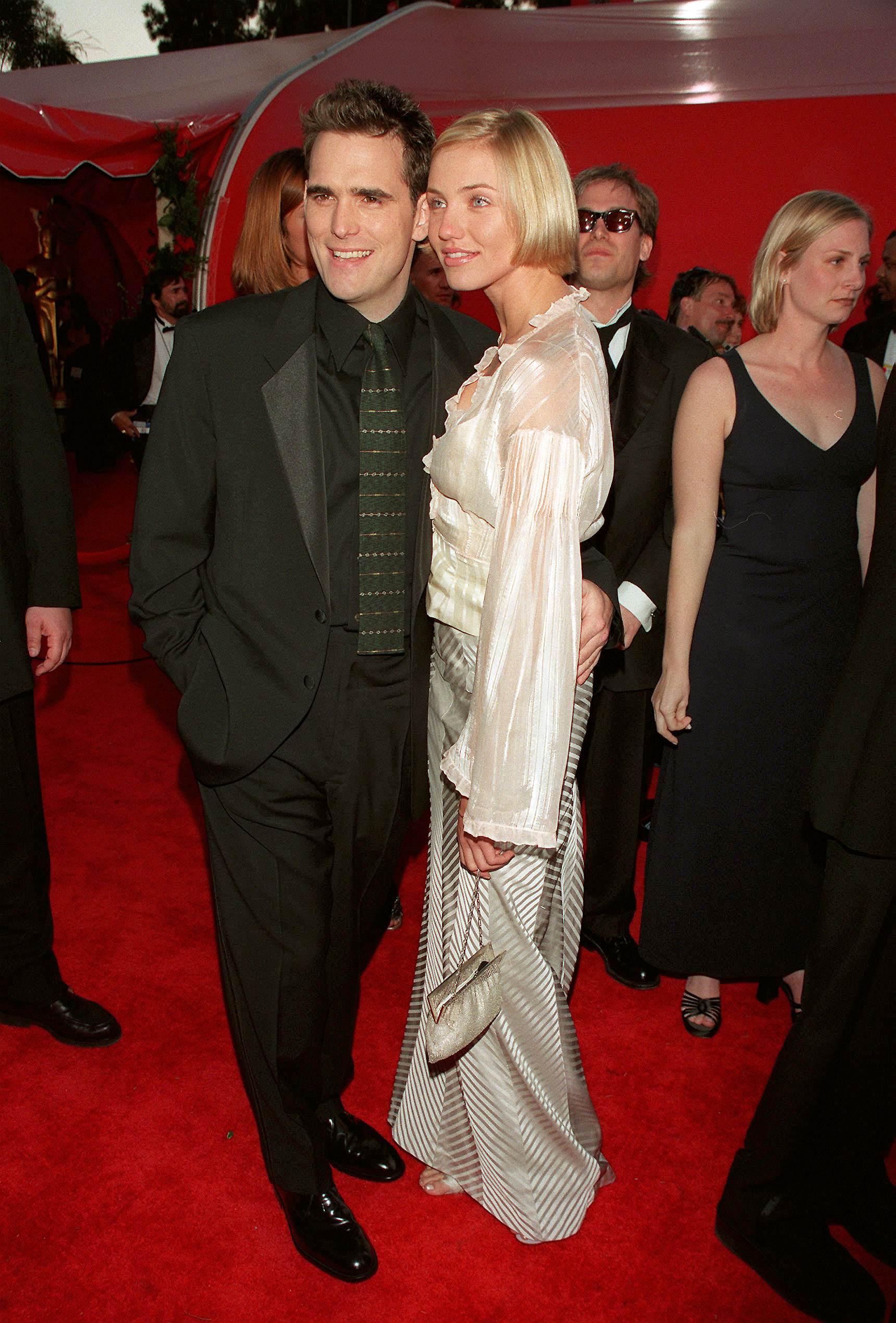 Matt Dillon and Cameron Diaz arrive at the Shrine auditorium for the 70th annual Academy Awards on March 23, 1998.