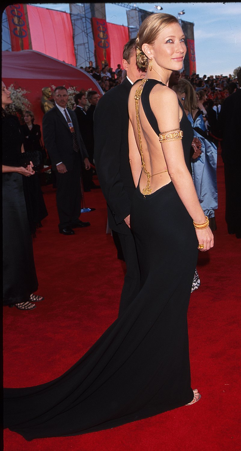 Cate Blanchett arrives at the 72nd Annual Academy Awards at the Shrine Auditorium in Los Angeles on March 26, 2000.