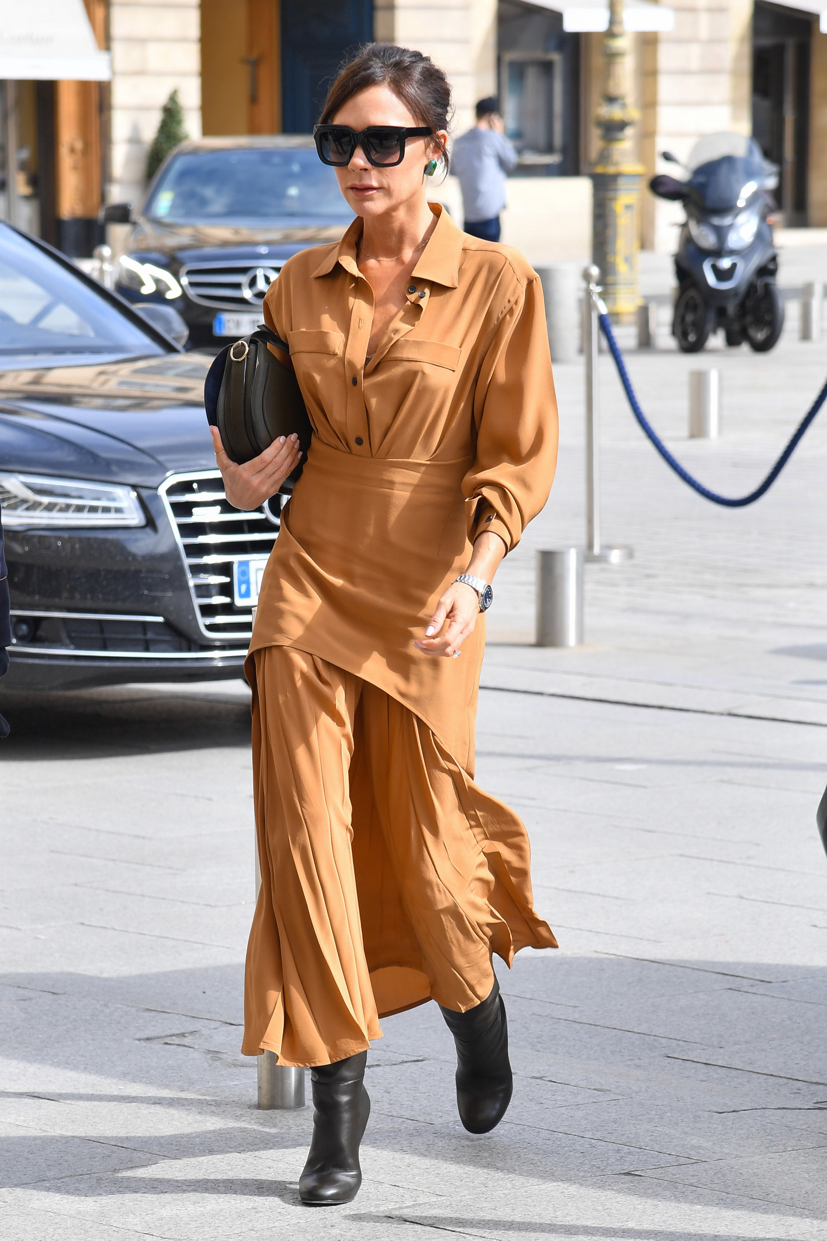 Victoria Beckham steps out in Paris on March 13, 2018.