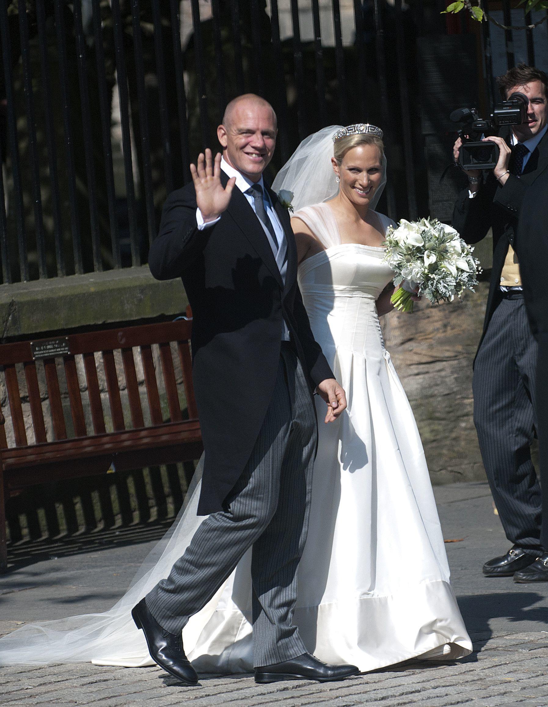 Zara Phillips Mike Tindall wedding Canongate Kirk - Royal ...