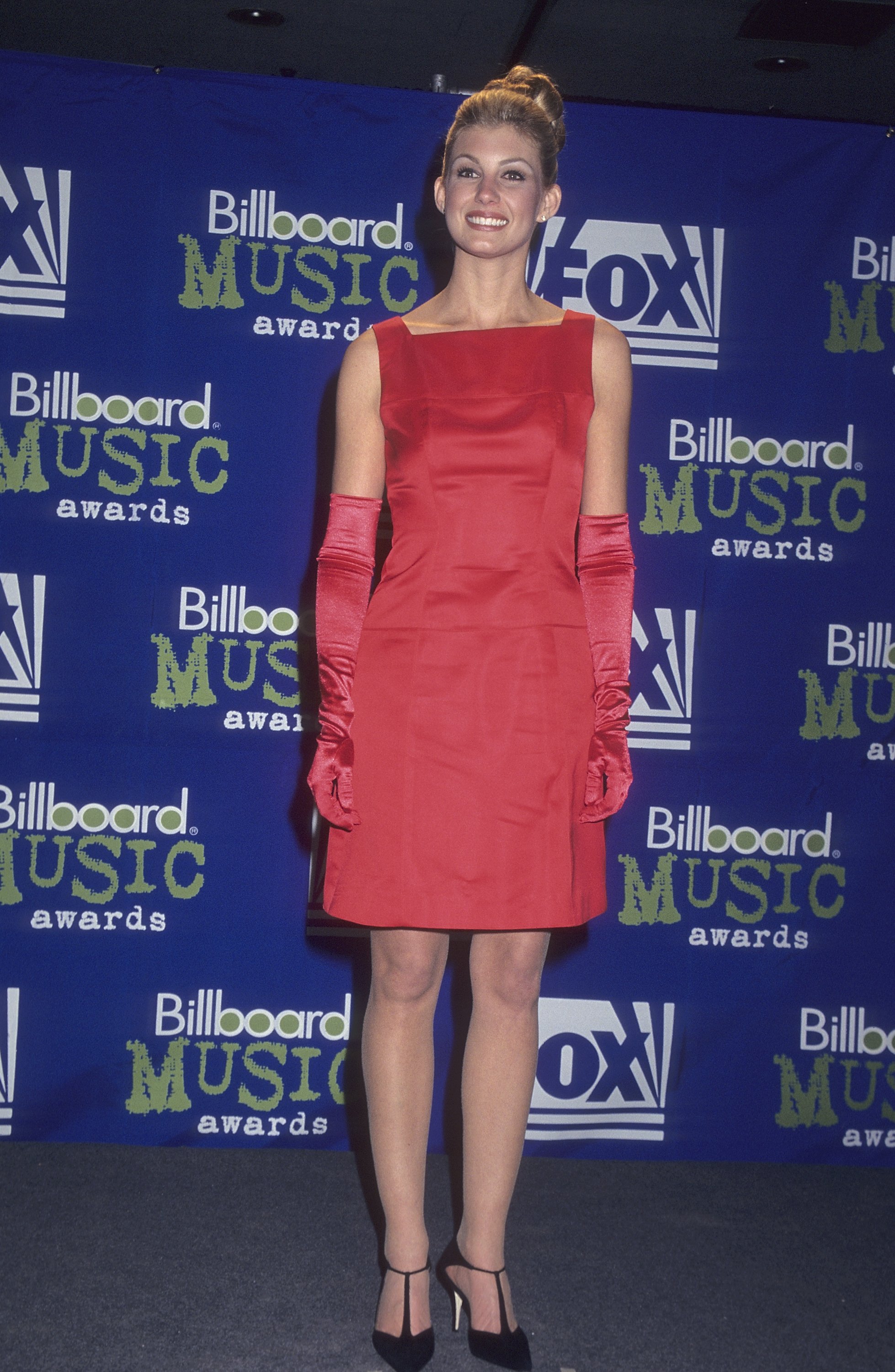 Faith Hill attends the 6th Annual Billboard Music Awards in New York City on Dec. 6, 1995.
