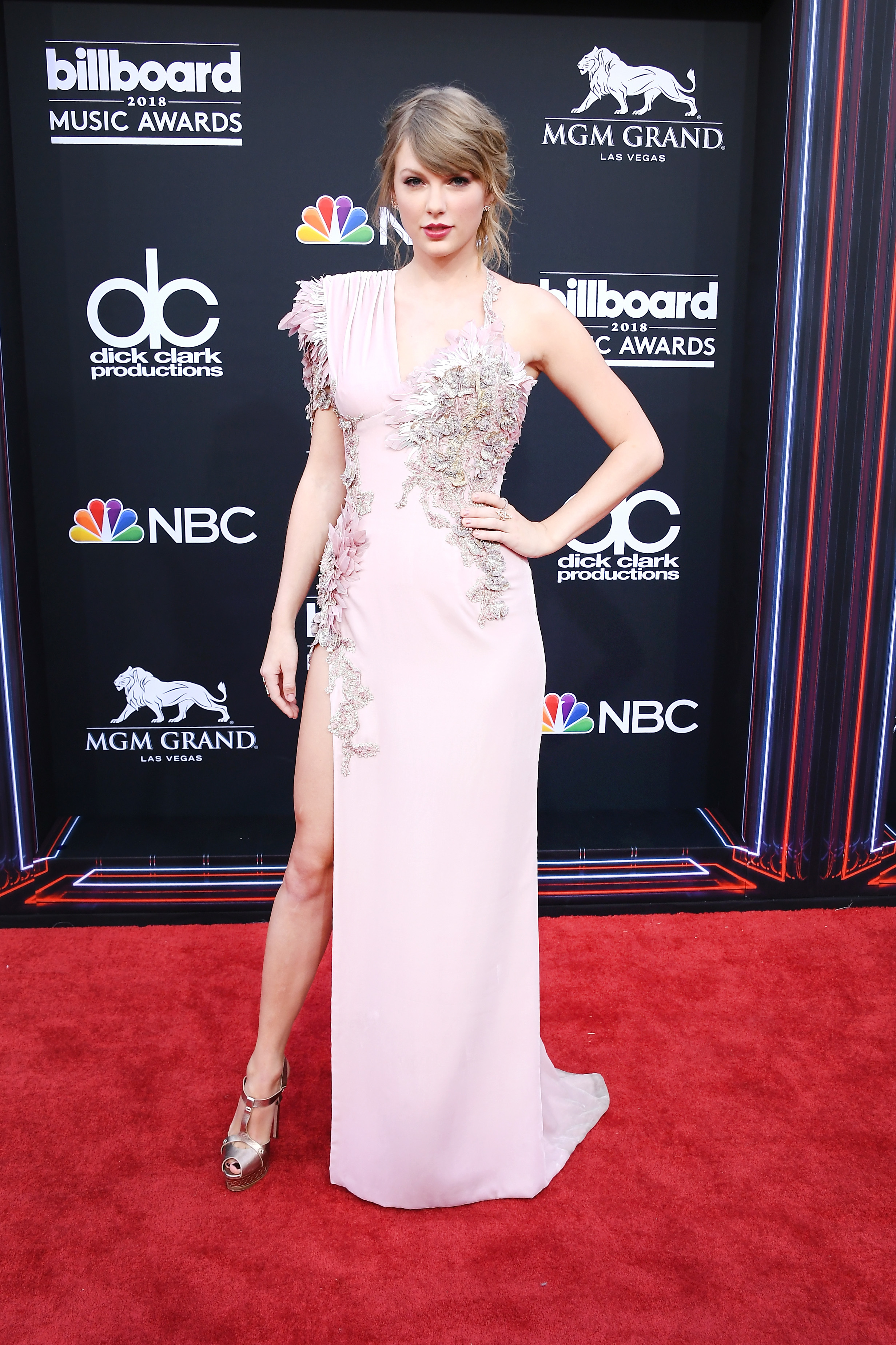 Taylor Swift arrives at the Billboard Music Awards at the MGM Grand Garden Arena in Las Vegas on May 20, 2018.