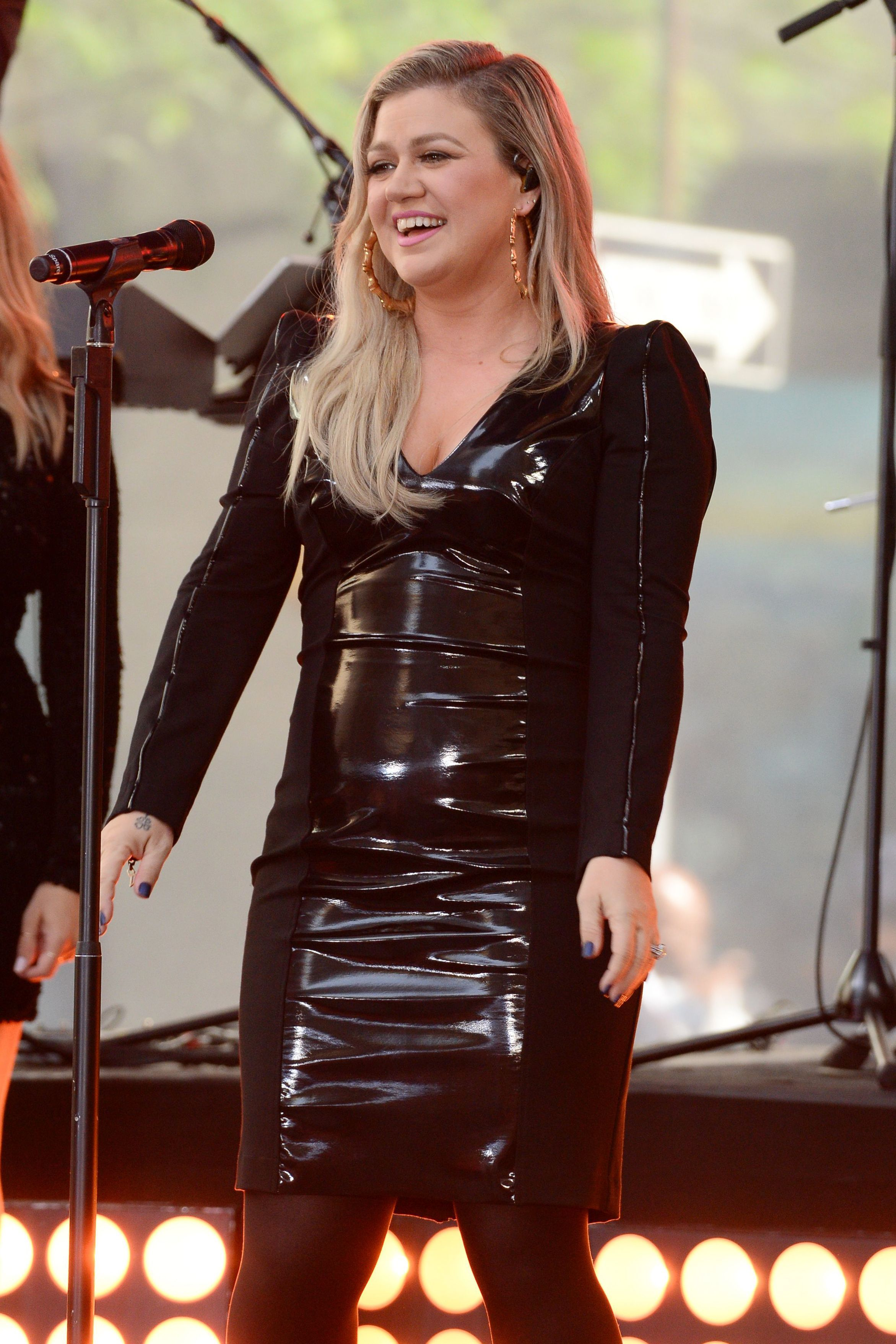 How Kelly Clarkson lost nearly 40 pounds