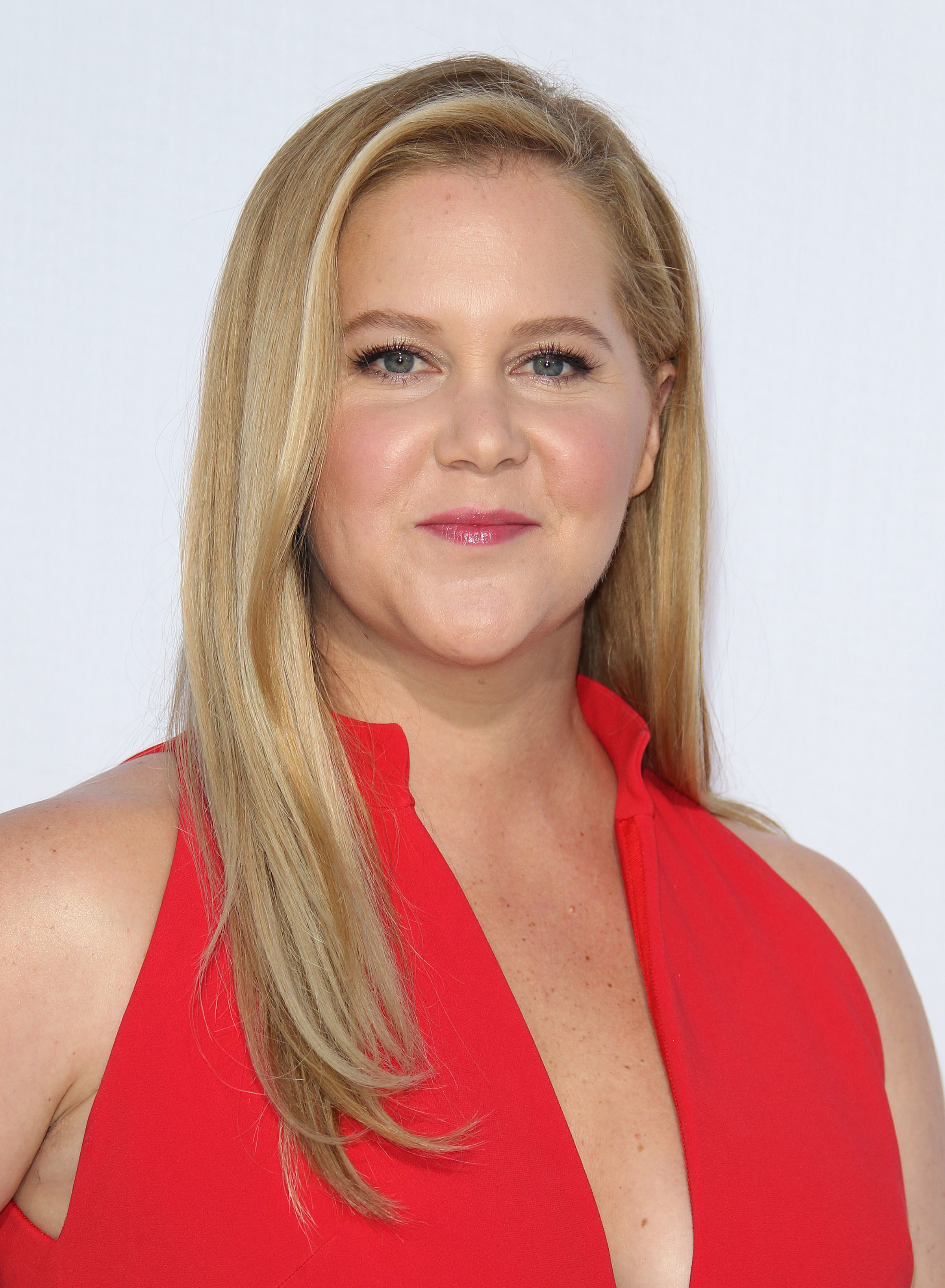 """Amy Schumer attends the """"I Feel Pretty"""" premiere in Los Angeles on April 17, 2018."""
