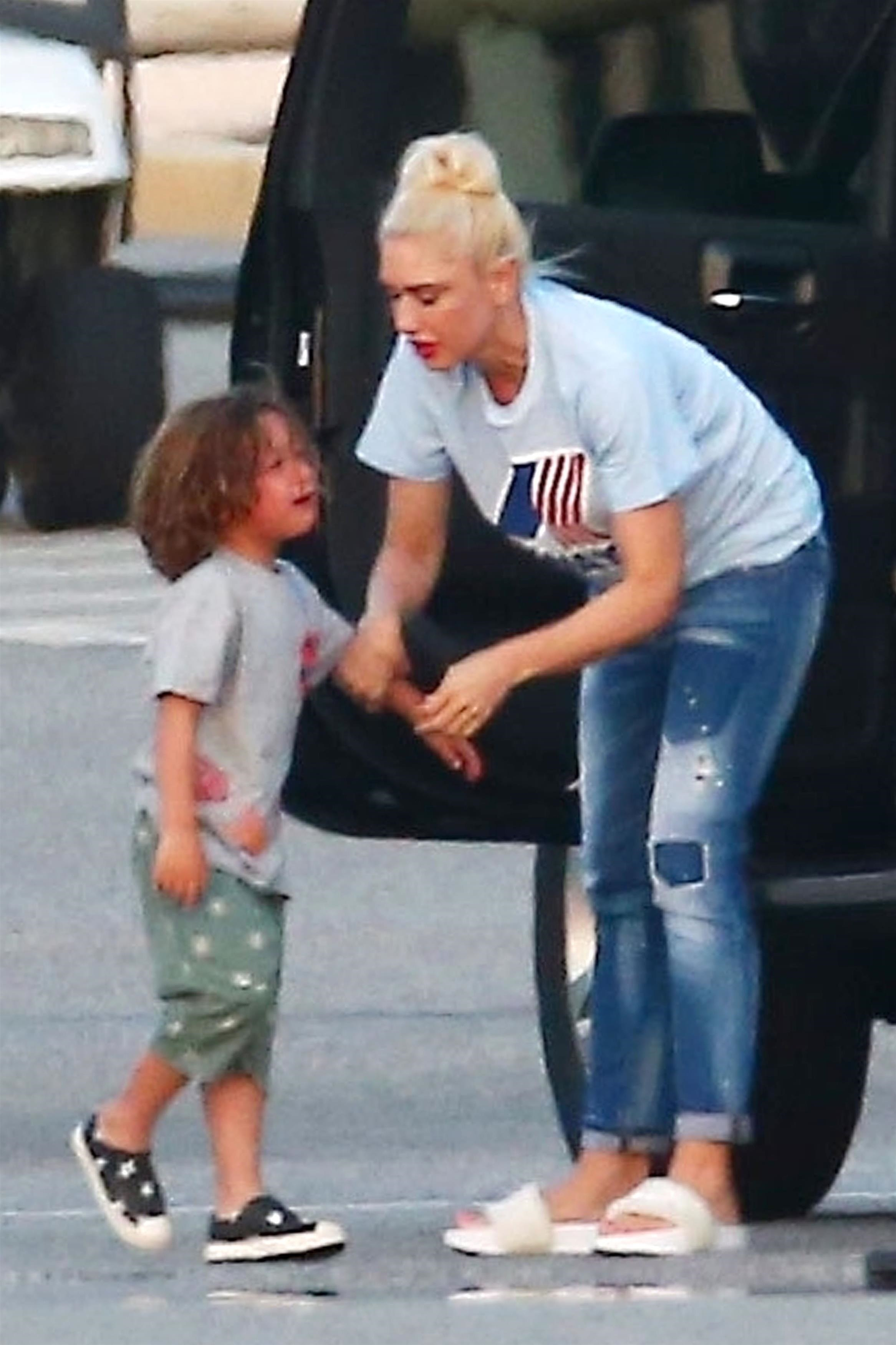 Gwen Stefani was snapped trying to comfort her son Apollo after a minor meltdown while they were out in Los Angeles on July 30, 2018.