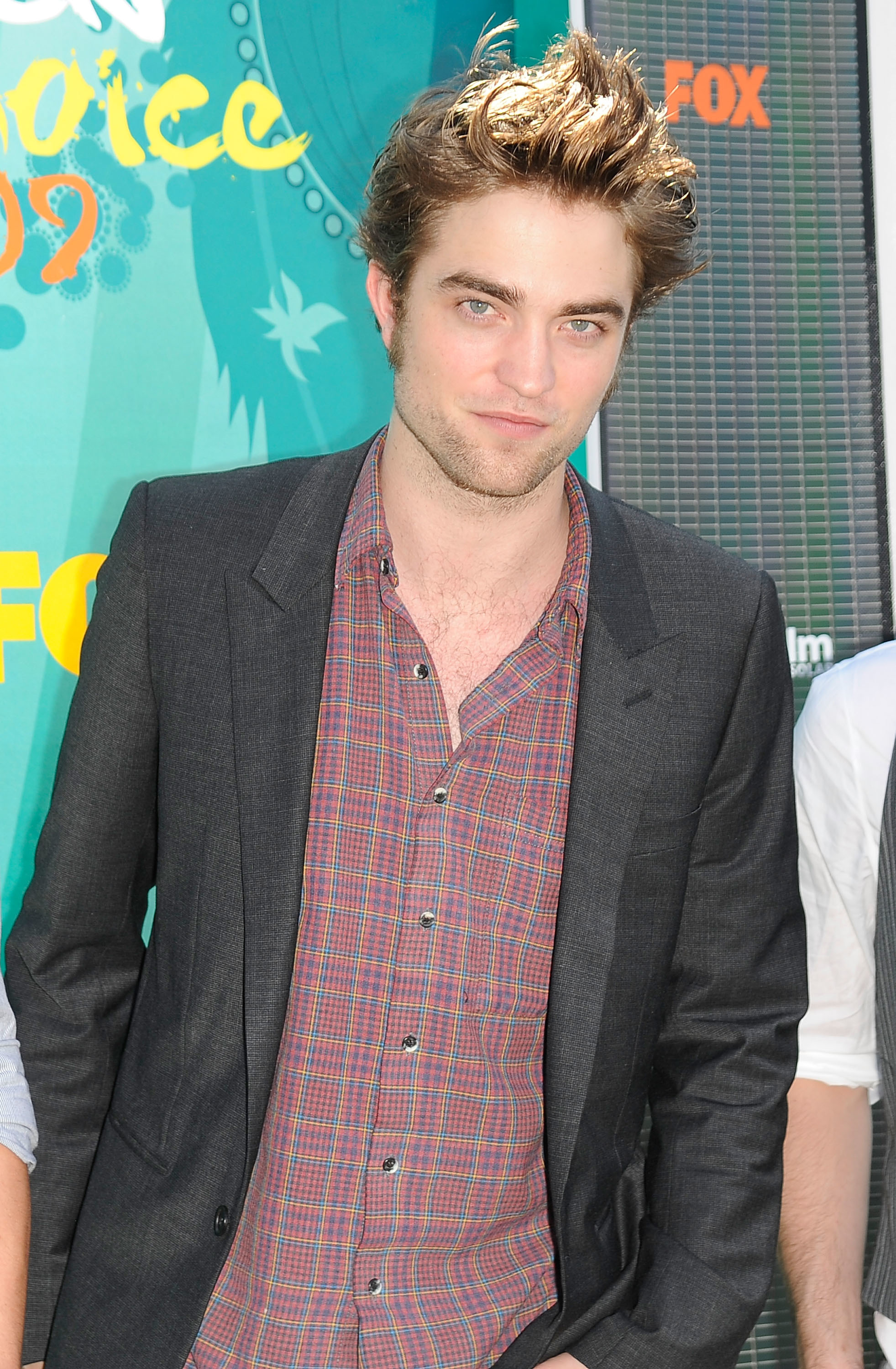Robert Pattinson attends the 2009 Teen Choice Awards in Los Angeles on August 9, 2009.