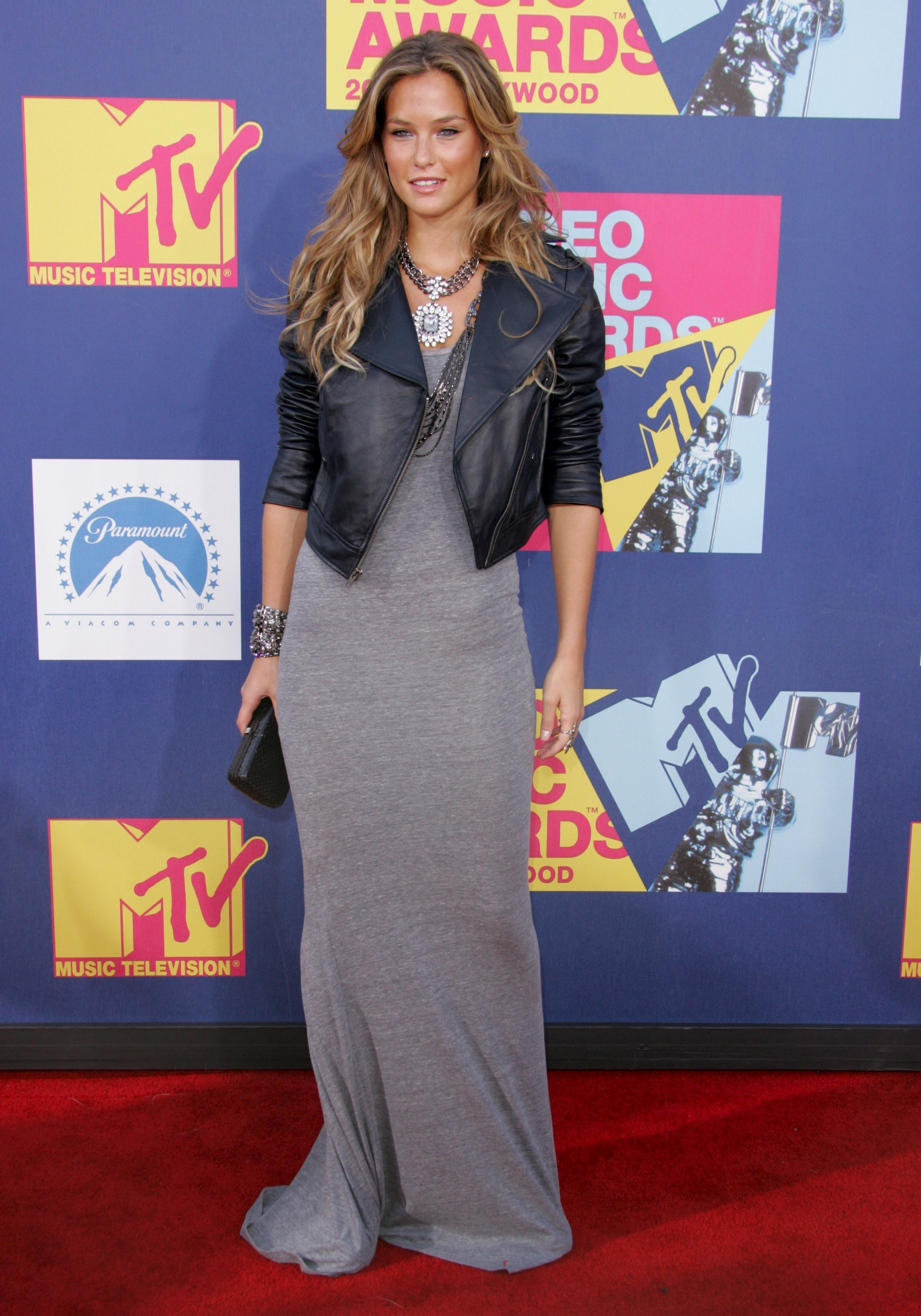 Bar Refaeli arrives at the MTV Video Music Awards in Los Angeles on Sept. 7, 2008.