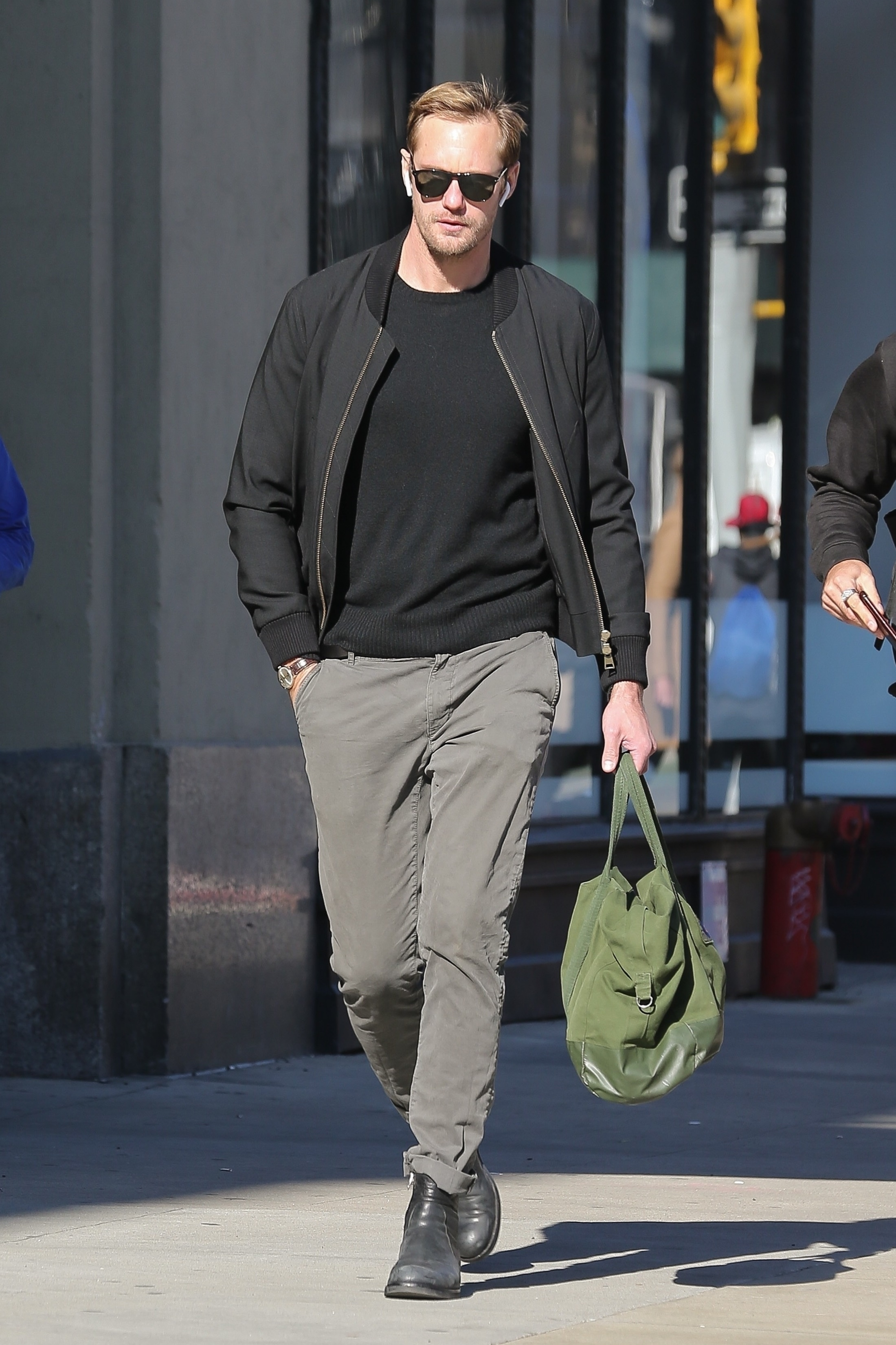 Alexander Skarsgard kept things casual while running some errands while out in New York City on Oct. 23, 2018.