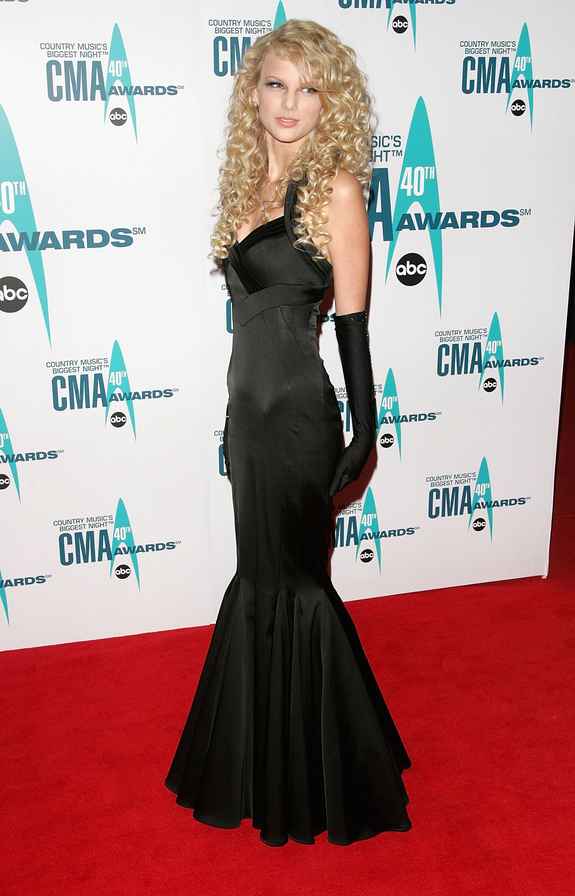 Taylor Swift attends the 40th Annual CMA Awards at the Gaylord Entertainment Center in Nashville on Nov. 6, 2006.